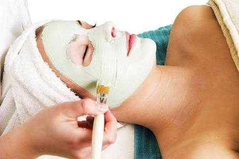 Facial treatment $50 - Indulge in our luxurious organic facial of magical local blends. You are sure to find that it will set you adrift to a state of ultimate relaxation. With cleansing, exfoliation, massage, mask and hydration, you are sure to end your treatment with a special glow.Give it to your skin a fresher look before your ceremony.