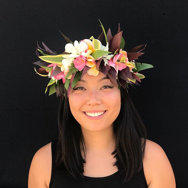 Order your grad a fresh flower lei from our good friend, Aunty Lamme'! ⁣⁣ ⁣⁣ ⁣⁣ 🌺 Flower leis start at $25⁣⁣ ⁣⁣ 🌺 Haku leis (crown) start at $60⁣⁣ ⁣⁣ 🌺 Money leis vary ⁣⁣ ⁣⁣ Call or text (310) 738-9153