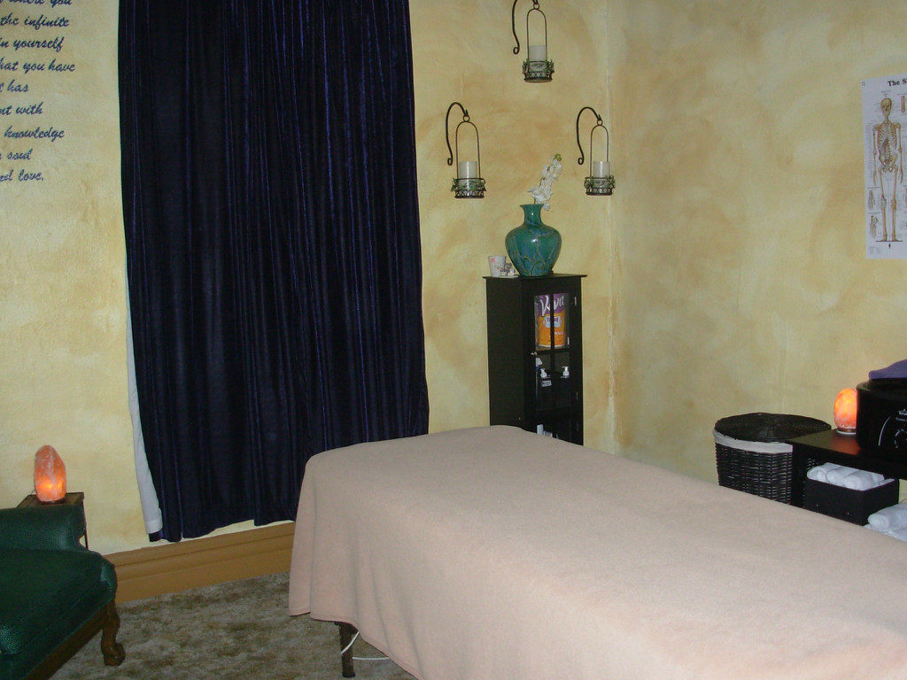 Midtown-Massage-And-Wellness-Room-Light.jpg