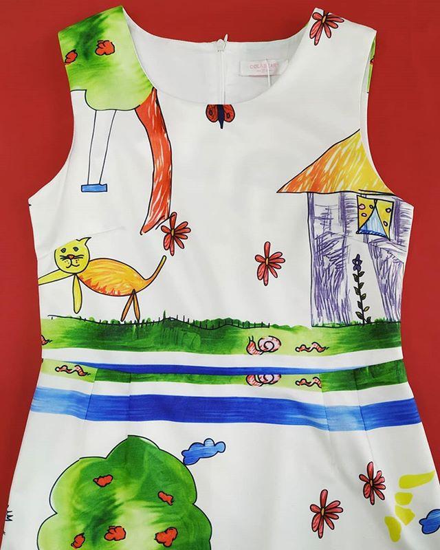 Яркое платье с детским акварельным рисунком. Подклад из хлопка, сзади потайная молния. •последний размер 154 •цена 2175-60%=870 •цена по акции 652р. до 28.04