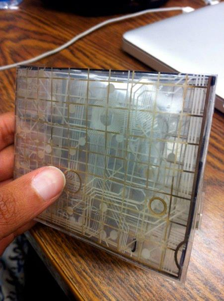 I made this wallet from keyboard circuits
