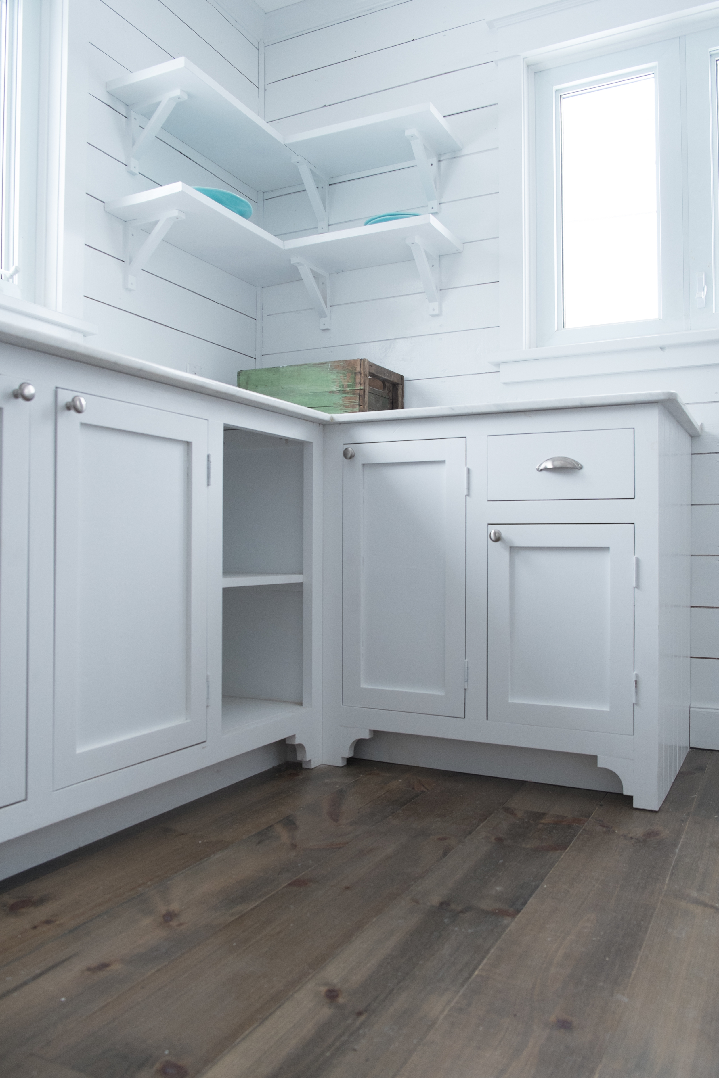 Kitchen & Furniture