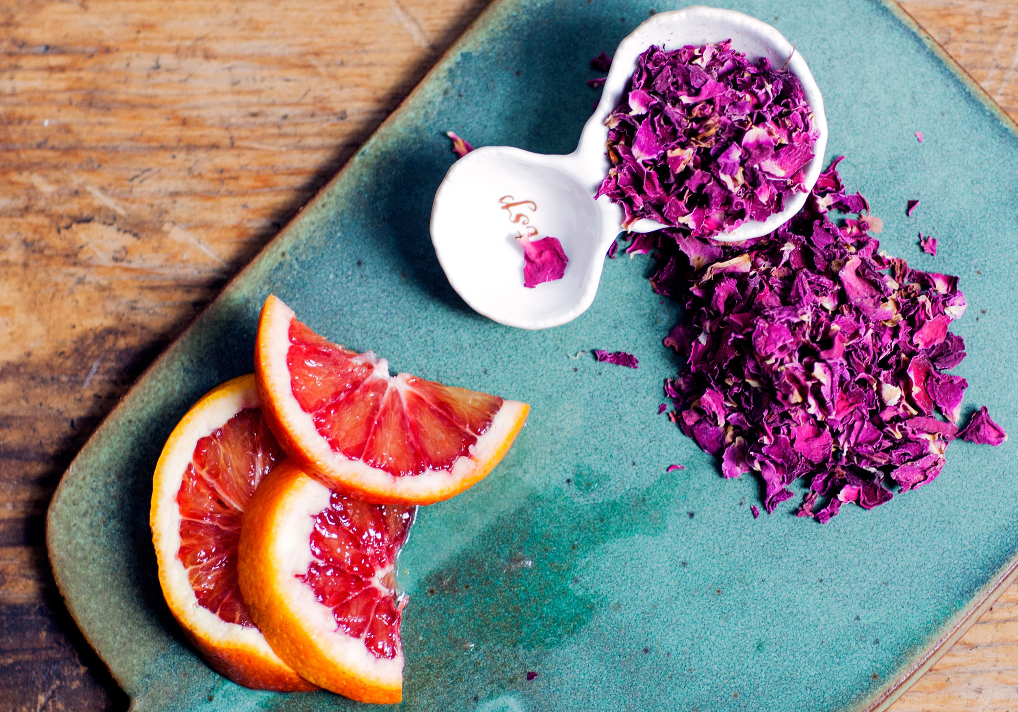 tiny-atlas_02_daeja-fallas_brooklyn-drink-recipe-hibiscus-rosepetals-blood-orange.jpg