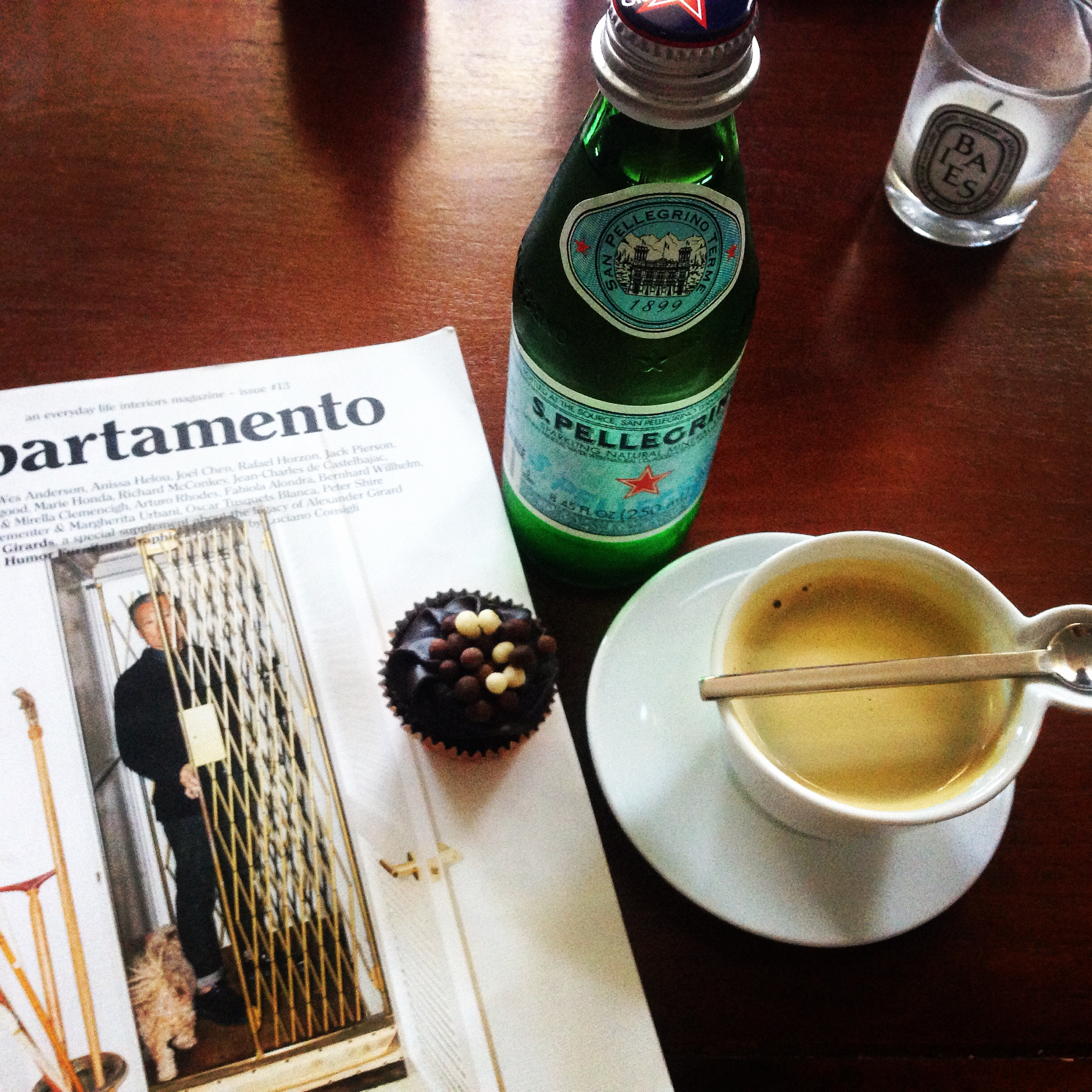 My afternoon espresso, mini cupcake and magazine (the Saturday afternoon after siesta moment).