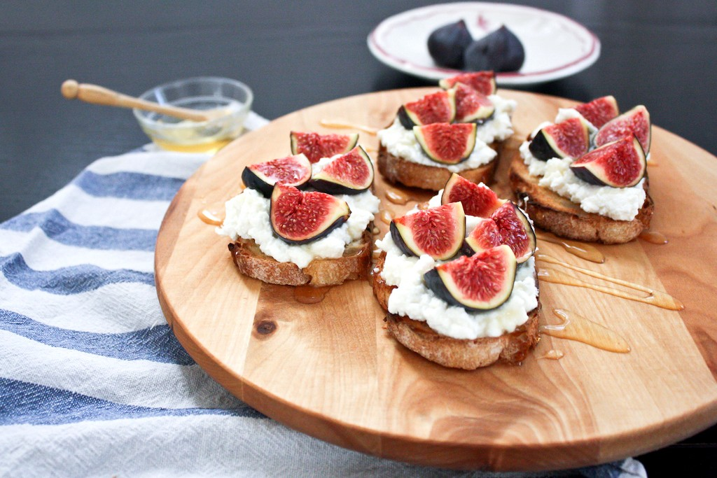 Fig, ricotta and honey toasts