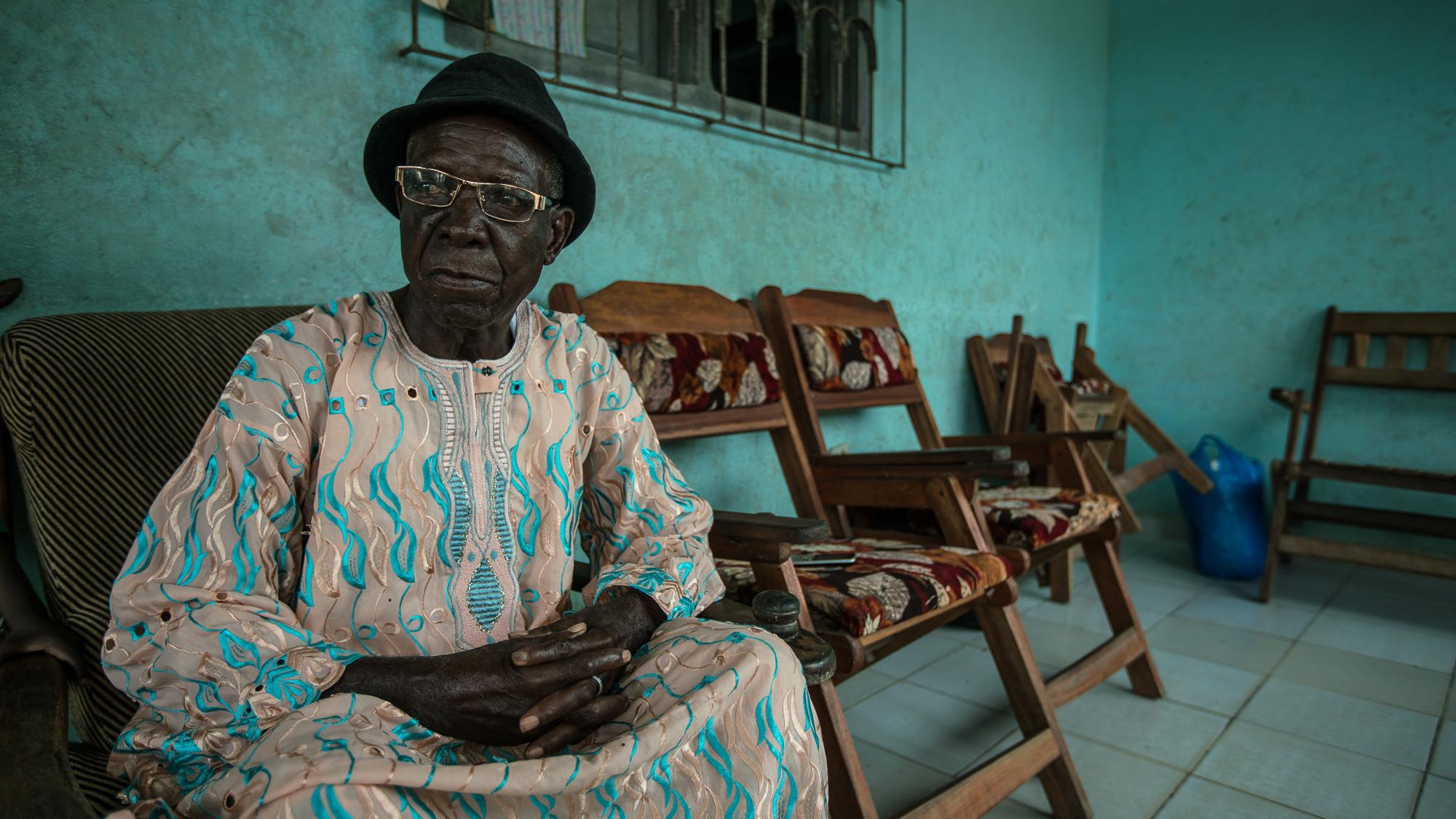 SAN PEDRO, COTE D'IVOIRE – September 7, 2016:  CARE France visite d'etude Visite de terrain d'un projet de visite à domicile des agents de santé pour sensibiliser les femmes à la santé maternelle, infantile et reproductive – CARE et APROSAM. Ce projet a pour but d'améliorer l'offre de soins à l'attention des groupes vulnérables, notamment dans le bidonville de Bardot où les centres de santé à base communautaire sont peu à peu désertés en raison du manque d'équipement et d'entretien.Photo by Morgana Wingard