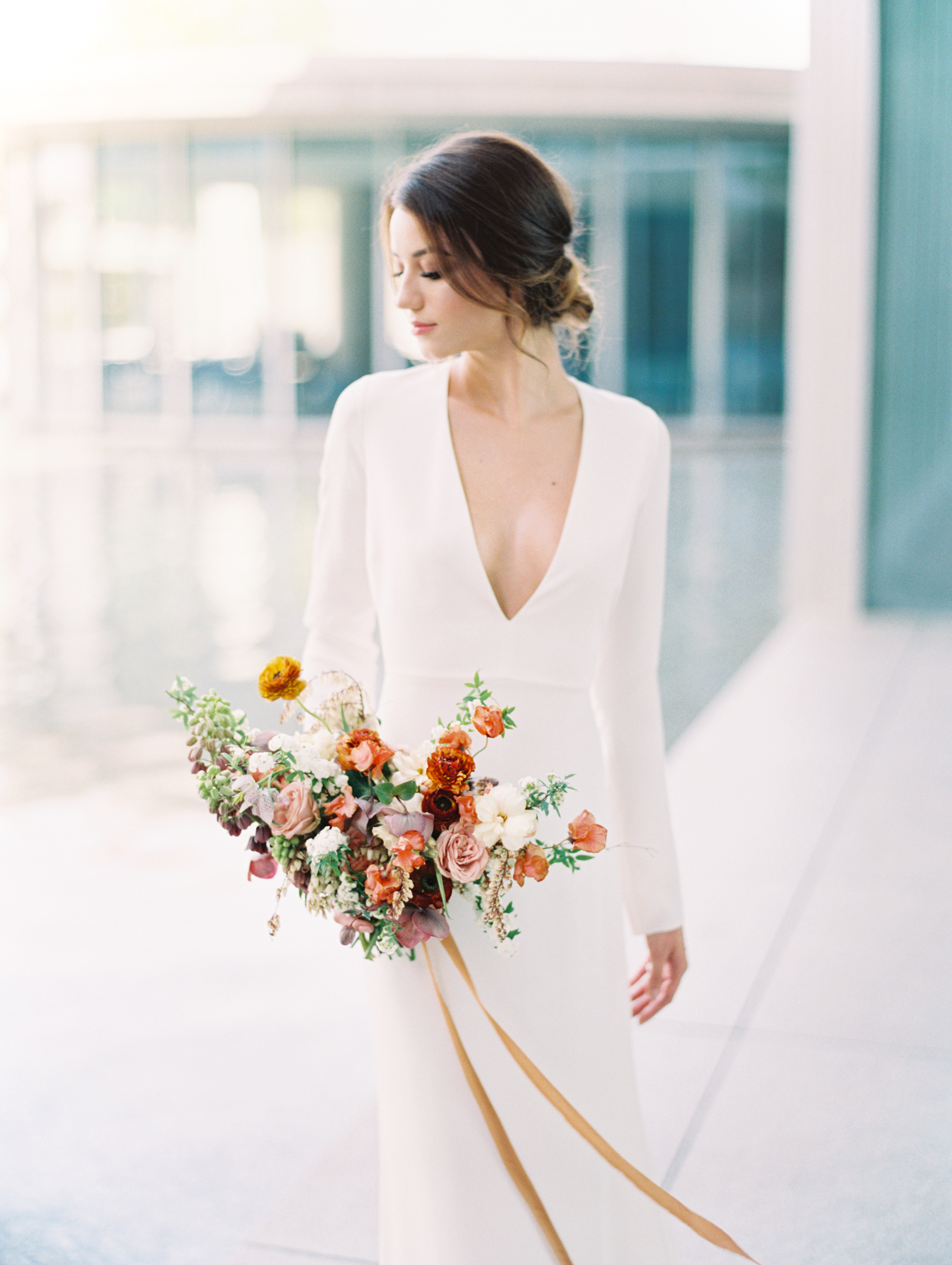 Lyons-Events-Modern-Bouquet-Minimalist-Abelia-Floral-Allen-Tsai
