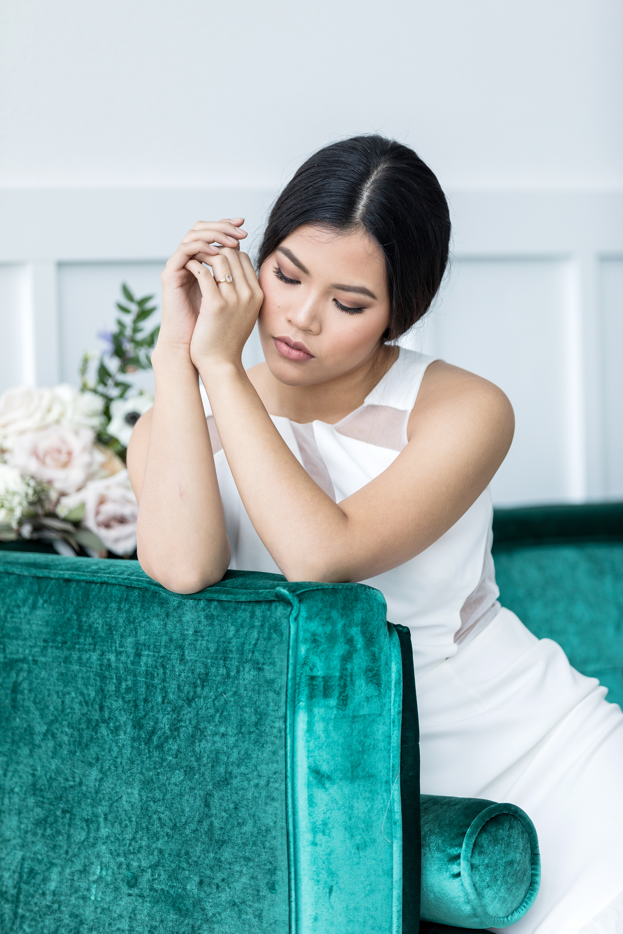 Lyons-Events-Emerald-Couch-Model-Wedding