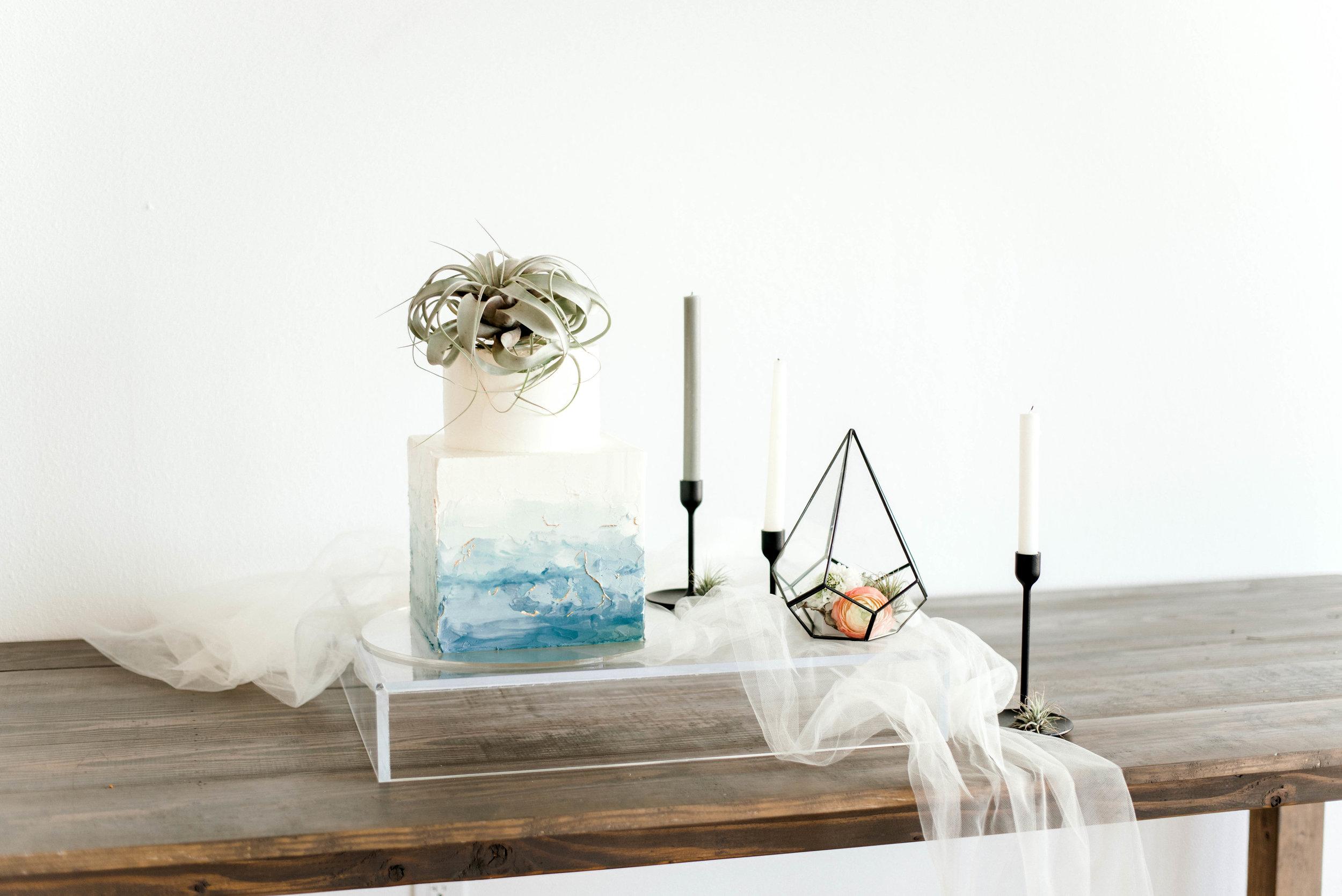 Lyons-Events-Minimal-Wedding-Cake-Hombre-Blue
