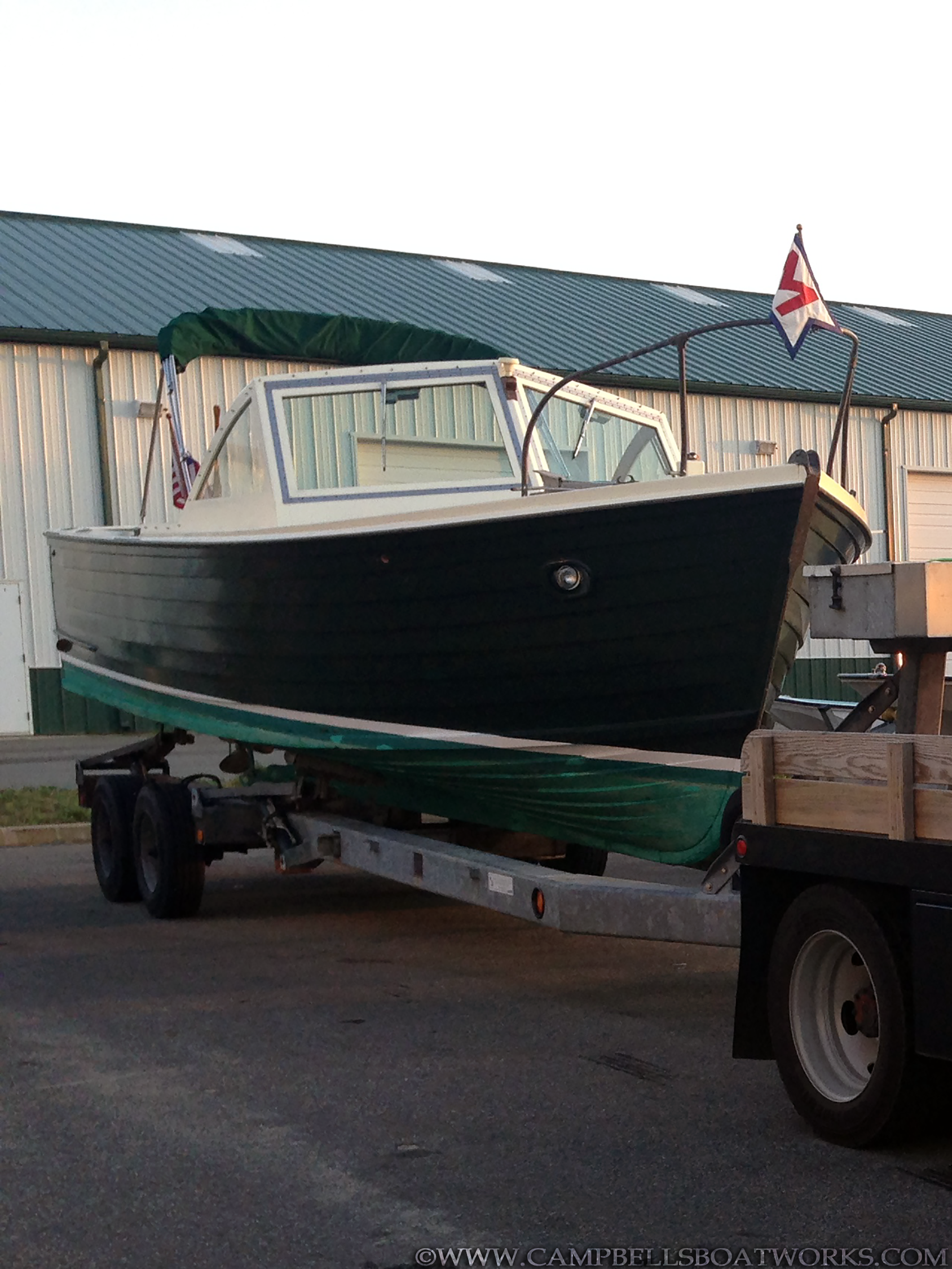 classic-wooden-power-boat-26-mackenzie-cuttyhunk-for-sale.png