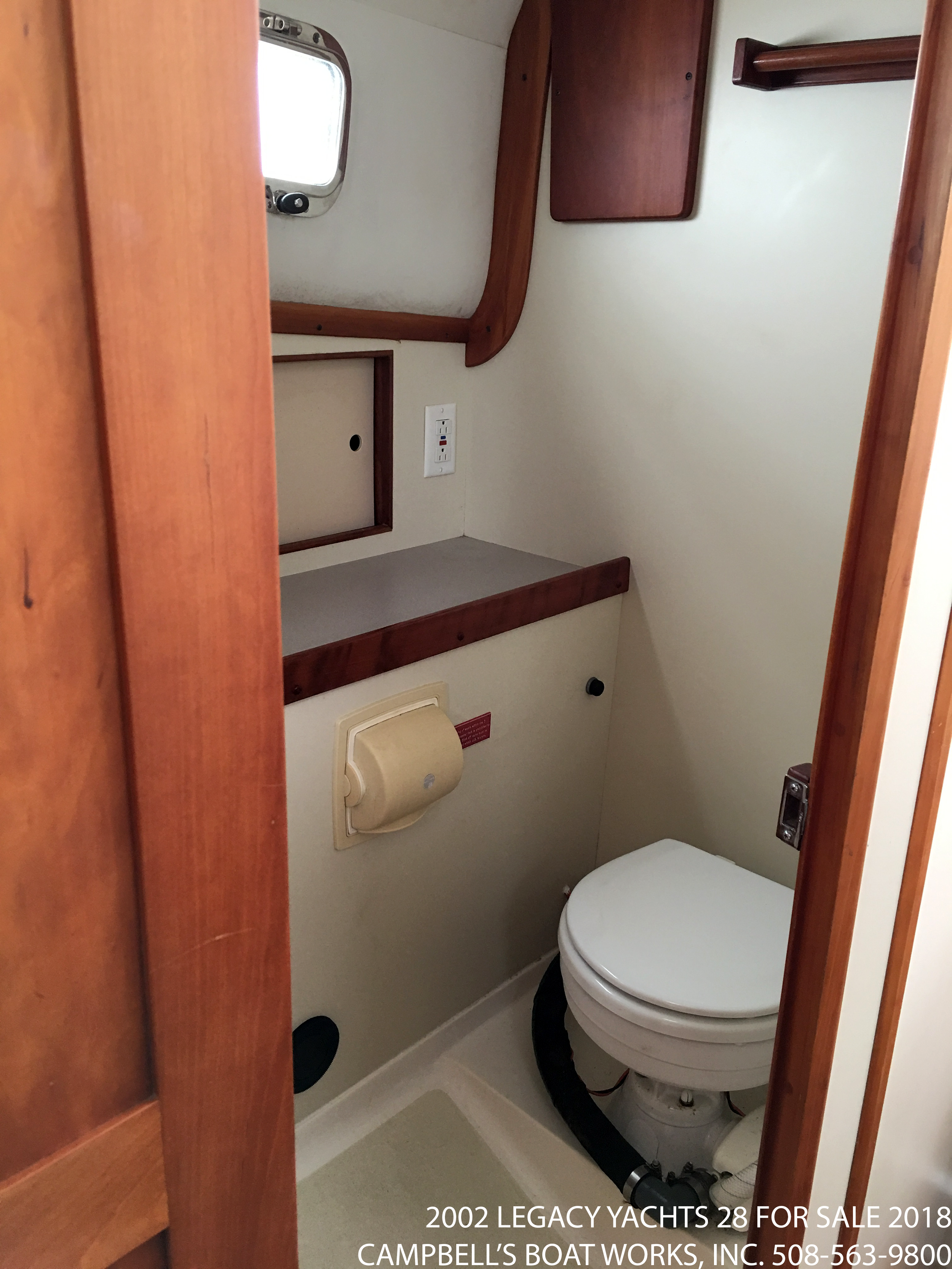 28-legacy-boat-for-sale-enclosed-head-shower.png