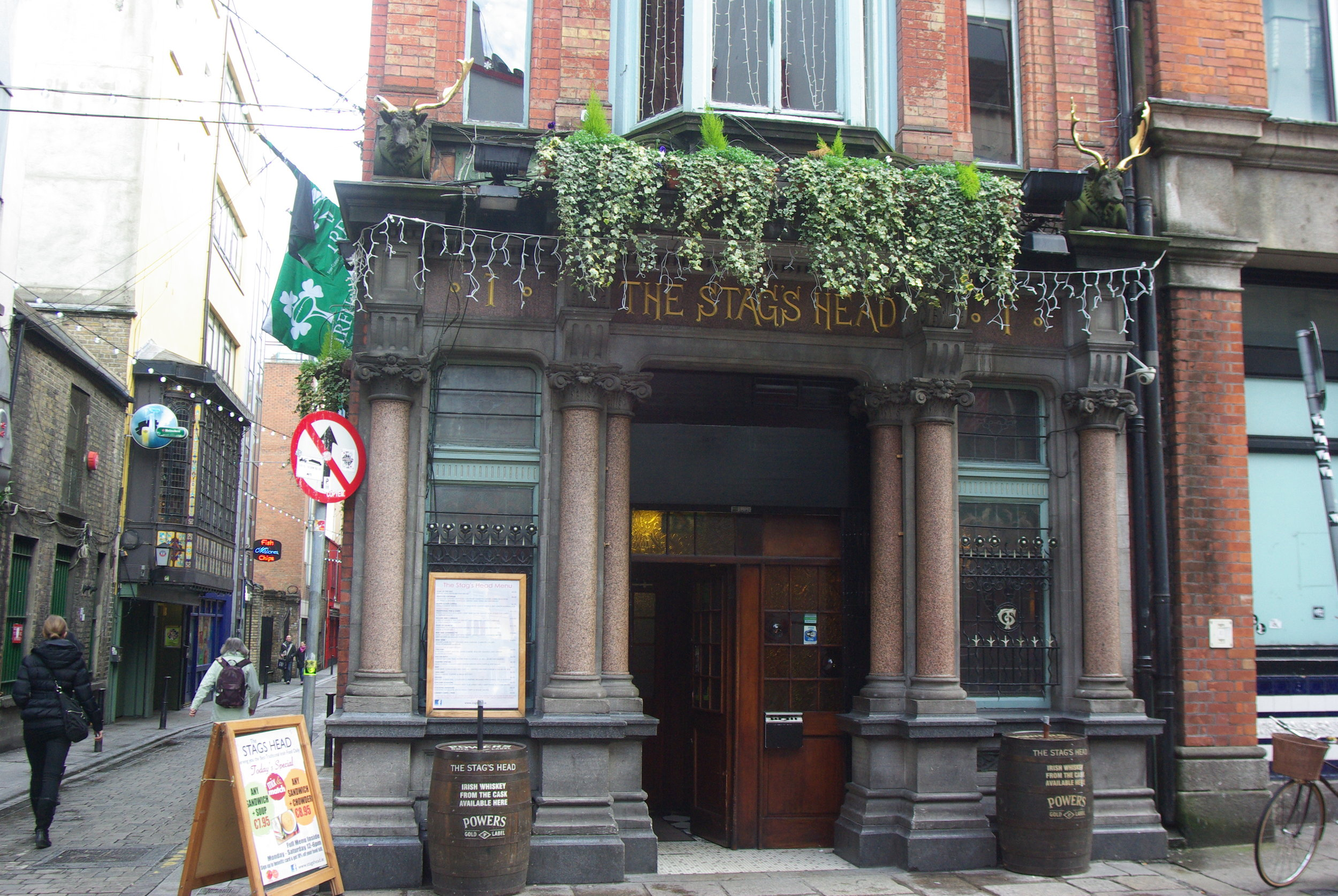 Stag's_Head,_Dublin_1.jpg