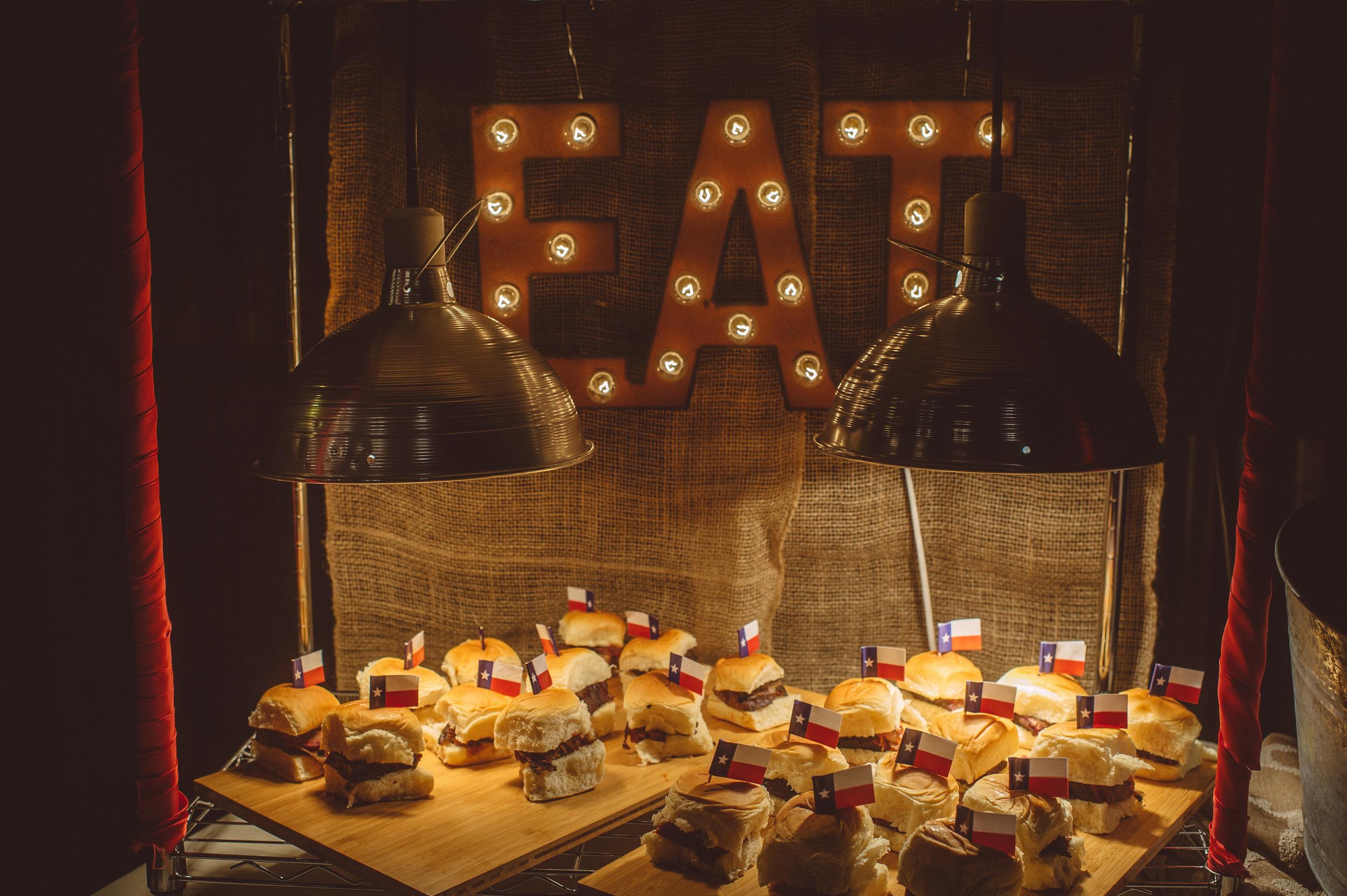 barn_wedding_food_station