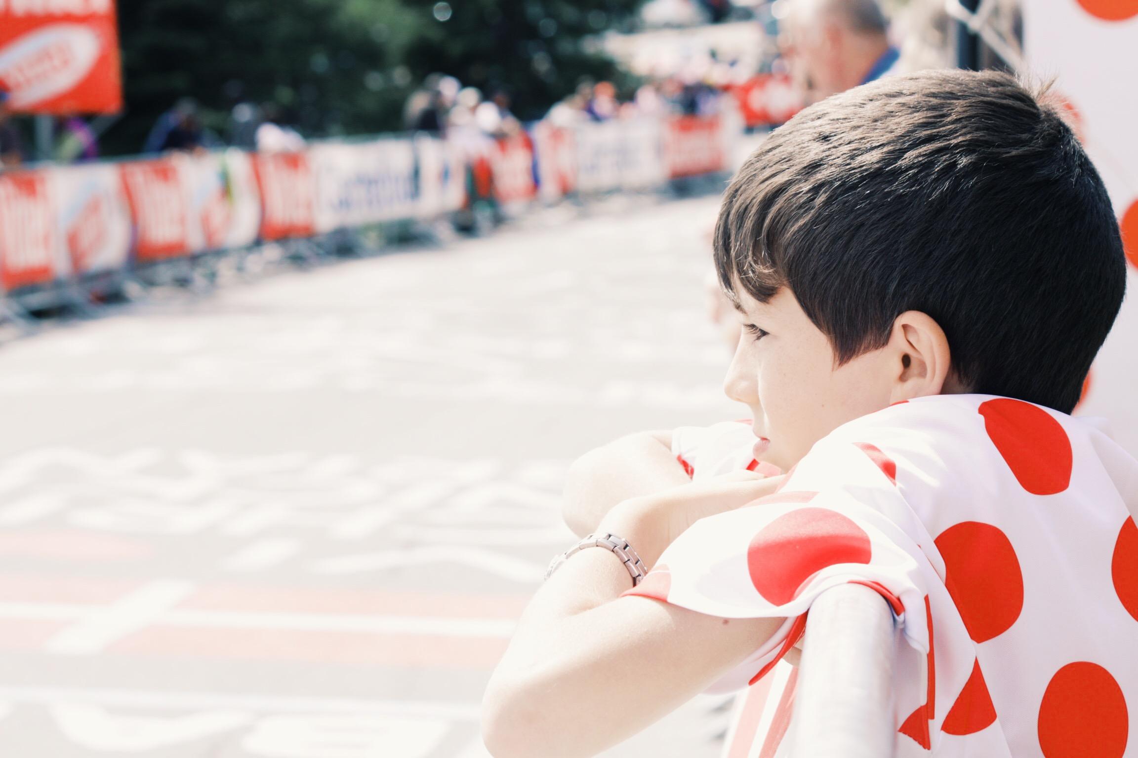 Polka dot shirt kid waiting for riders at Alpe D'Huez