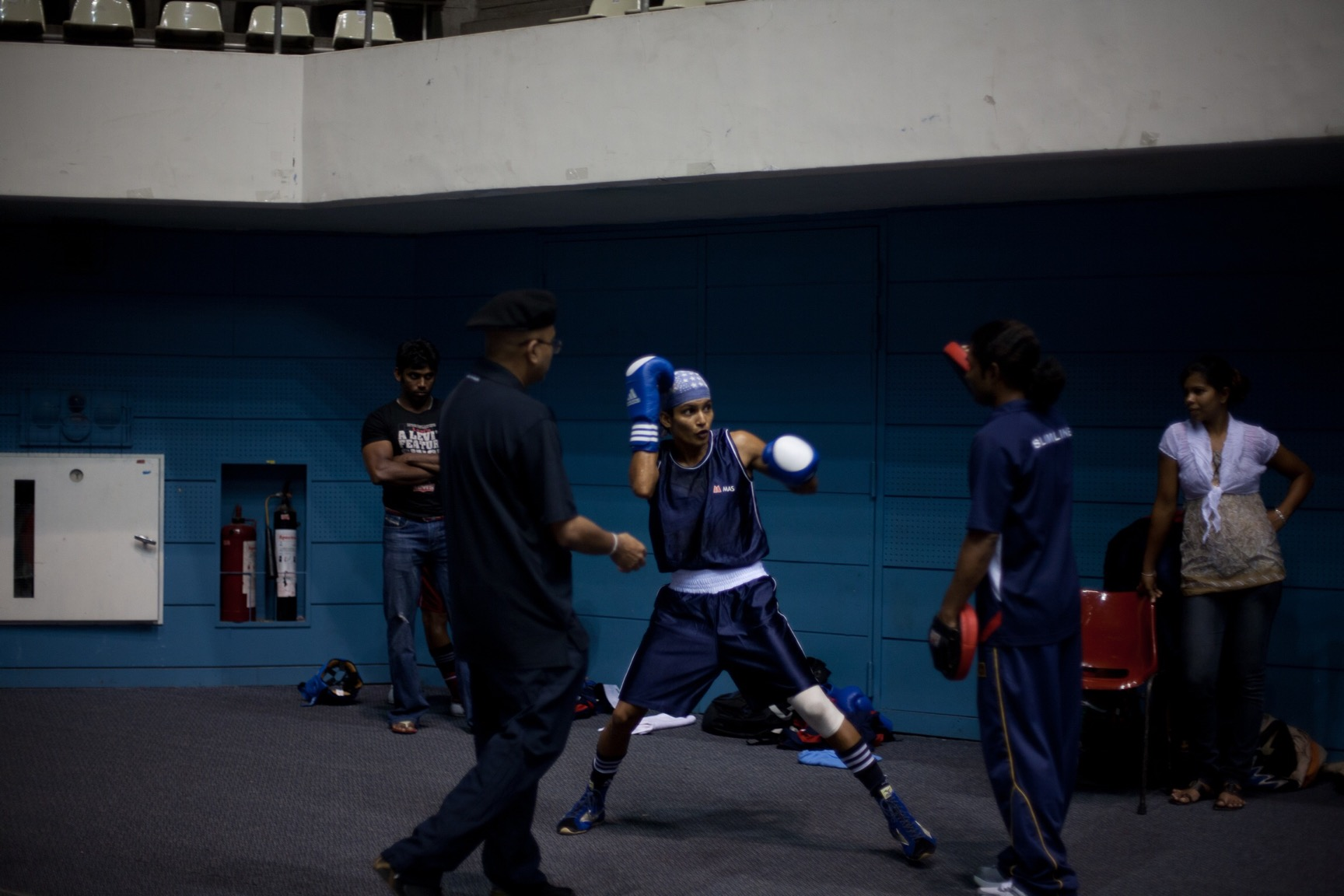 Anusha Kodituwakku warming up (© Lee Bazalgette)