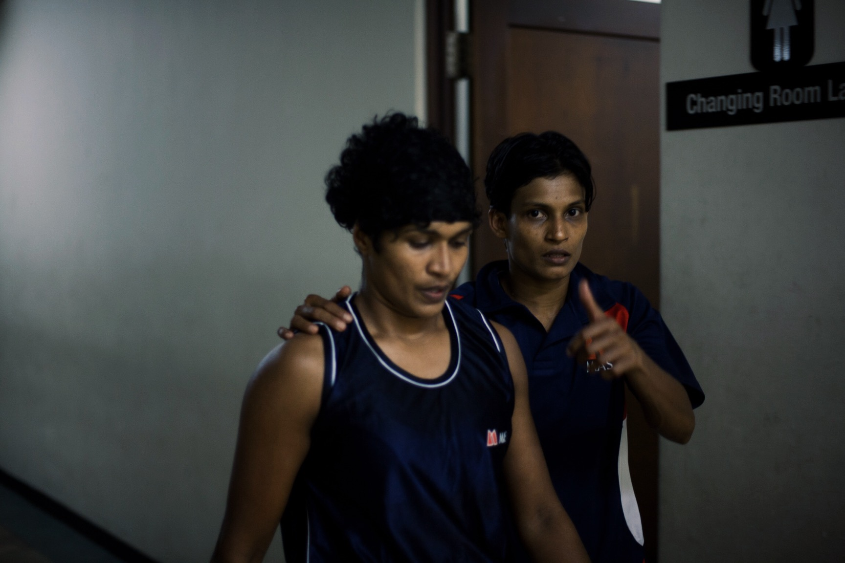Nilmini Jayasighe escorted to ring by Anusha Kodituwakku (© Lee Bazalgette)