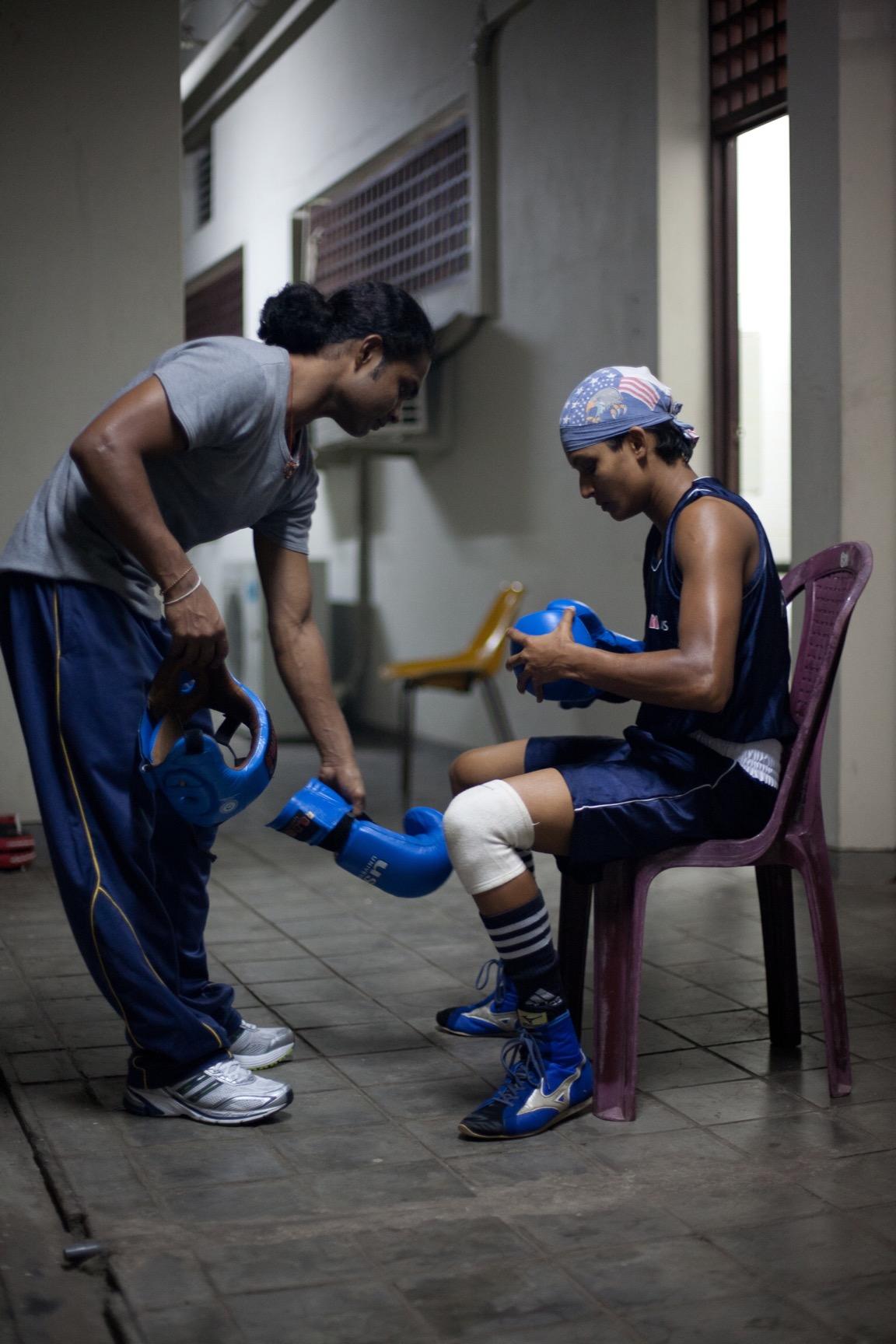 Anusha Kodituwakku gearing up (© Lee Bazalgette)