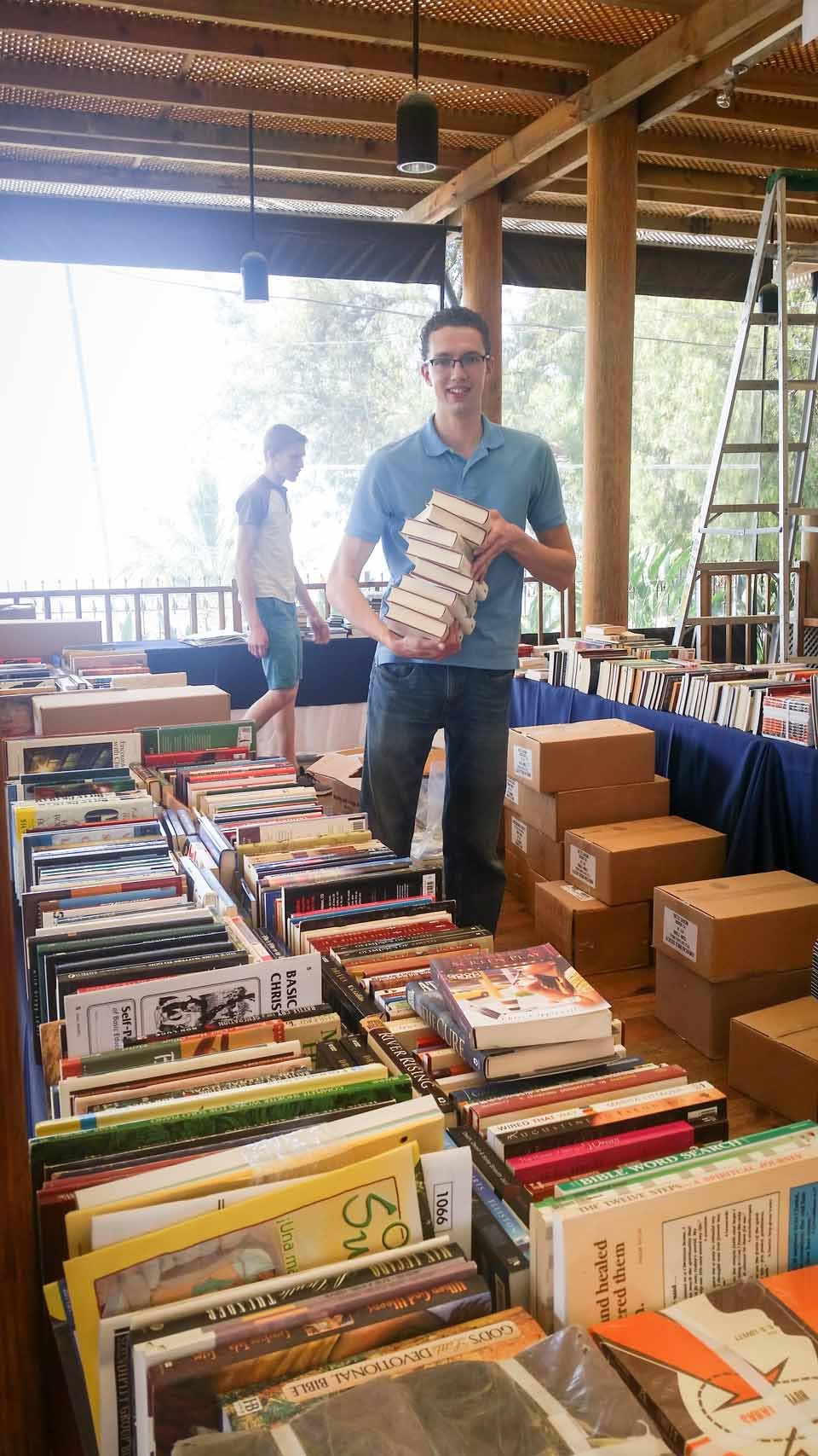 Assisting TJ with setting up his thousands of books for distribution at the Intermissions Conference! Check out Resourcing NOW on Facebook:https://www.facebook.com/ResourcingNow