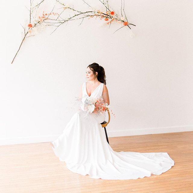 Spending the next weeks working on my wedding welcome guides for my 2019 brides!! They'll be arriving in your inboxes mid-May!  Styled shoot with @trishburtzel