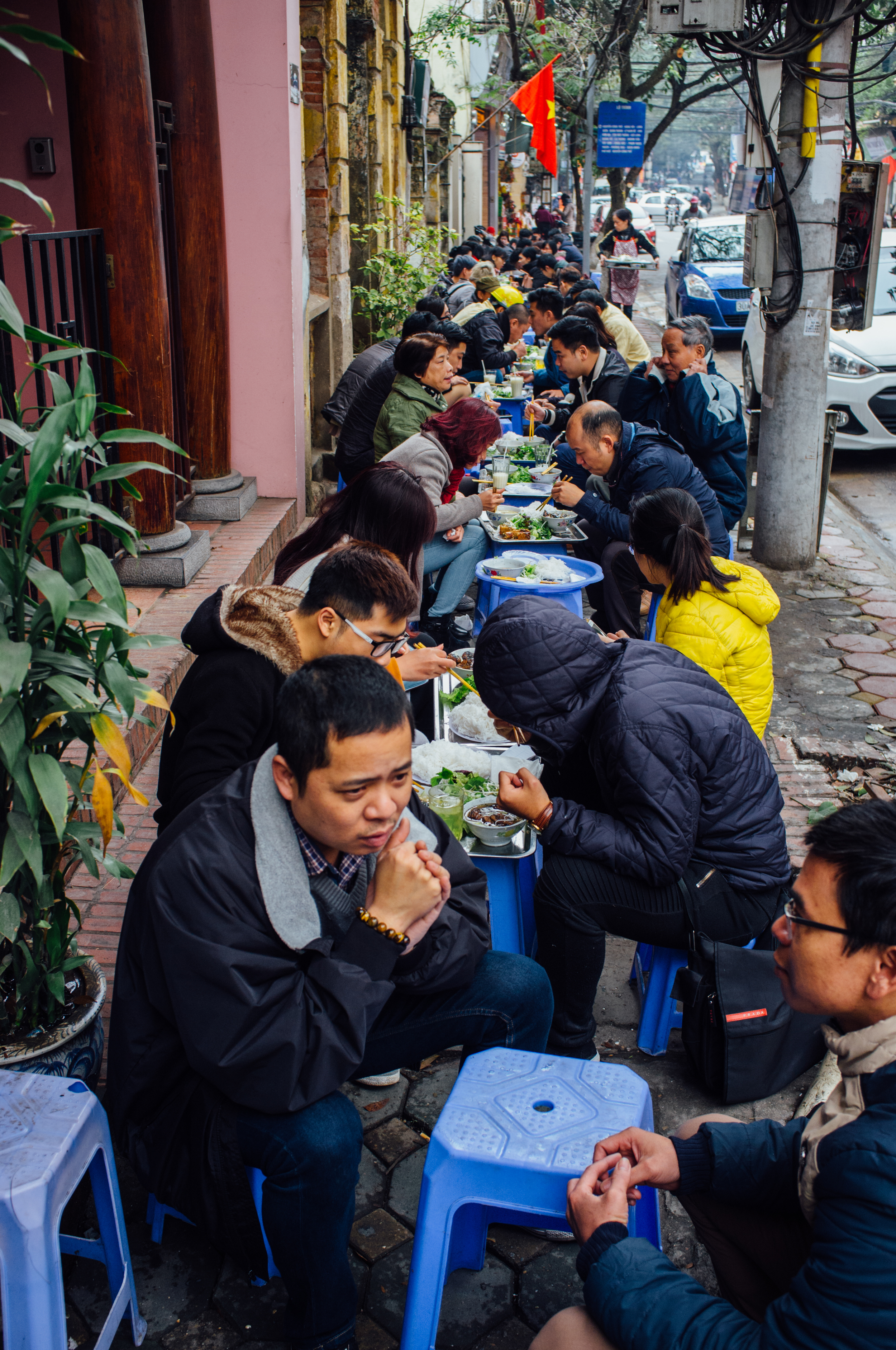 Bún Chả Tuyết  is a serious street-food operation