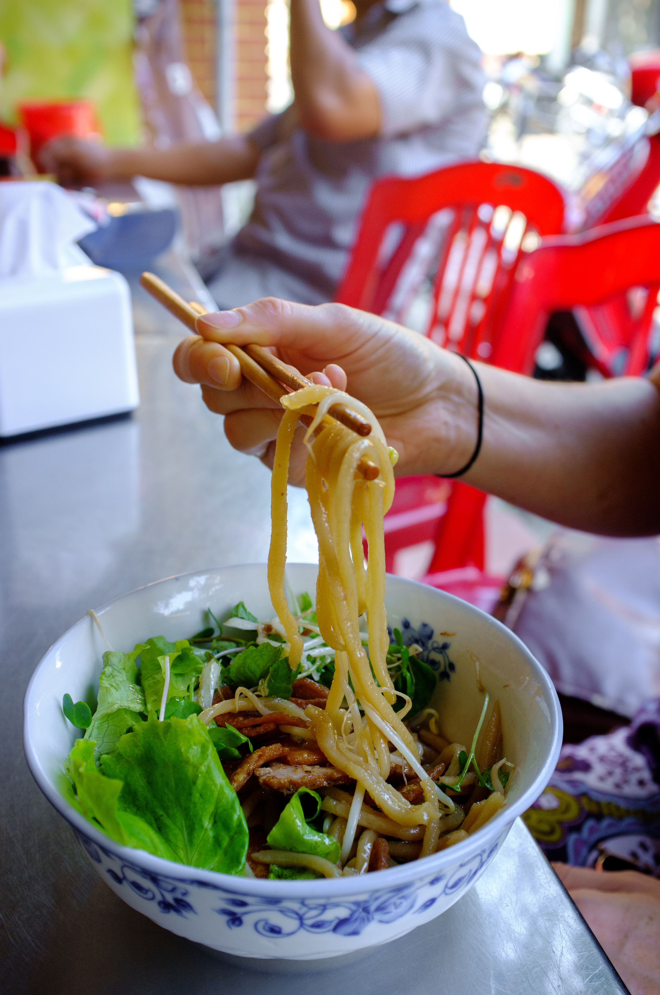 The noodles in  cao lầu  have an udon-like texture