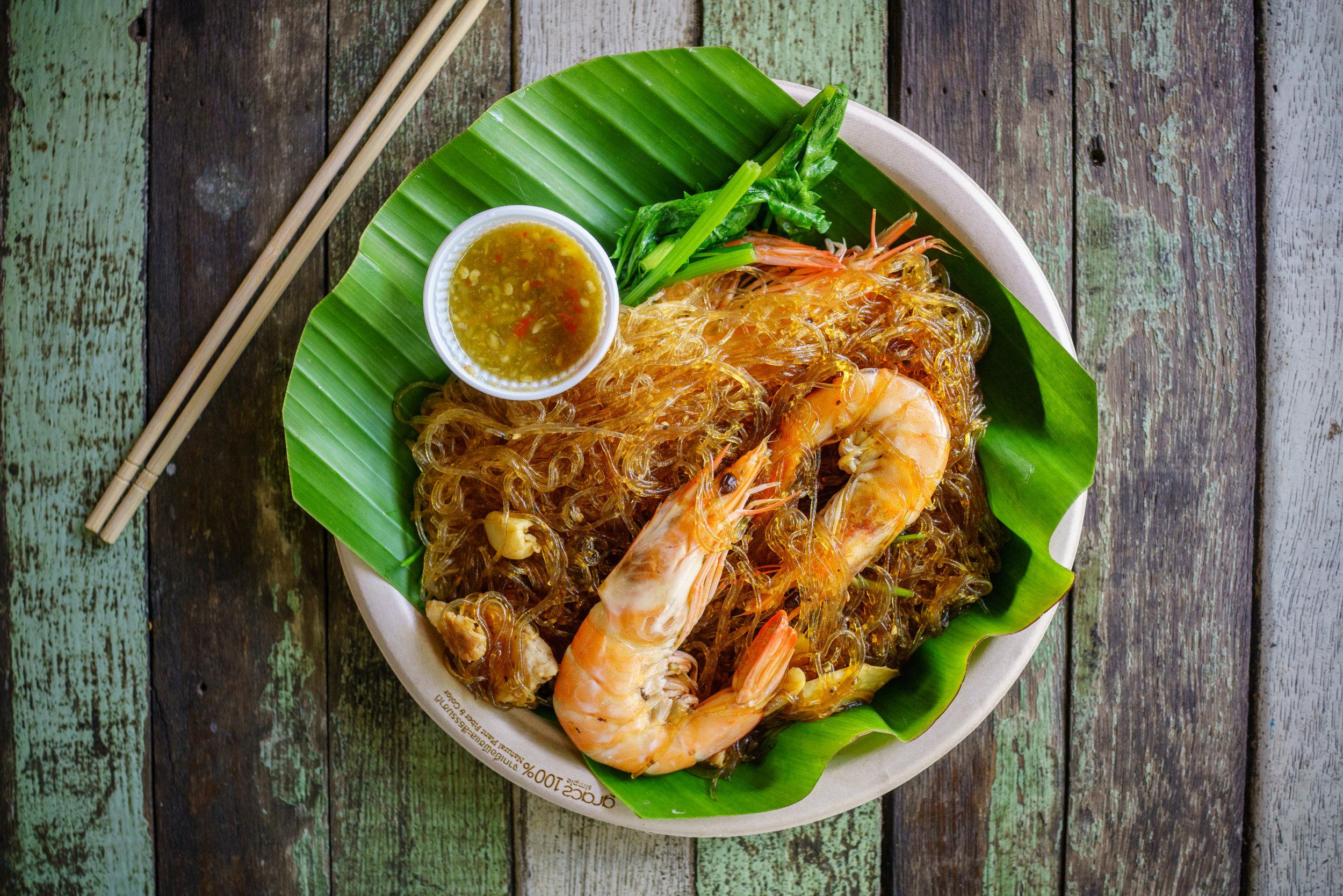 Nice presentation of  goong ob woon sen  at Khlong Lat Mayom Floating Market