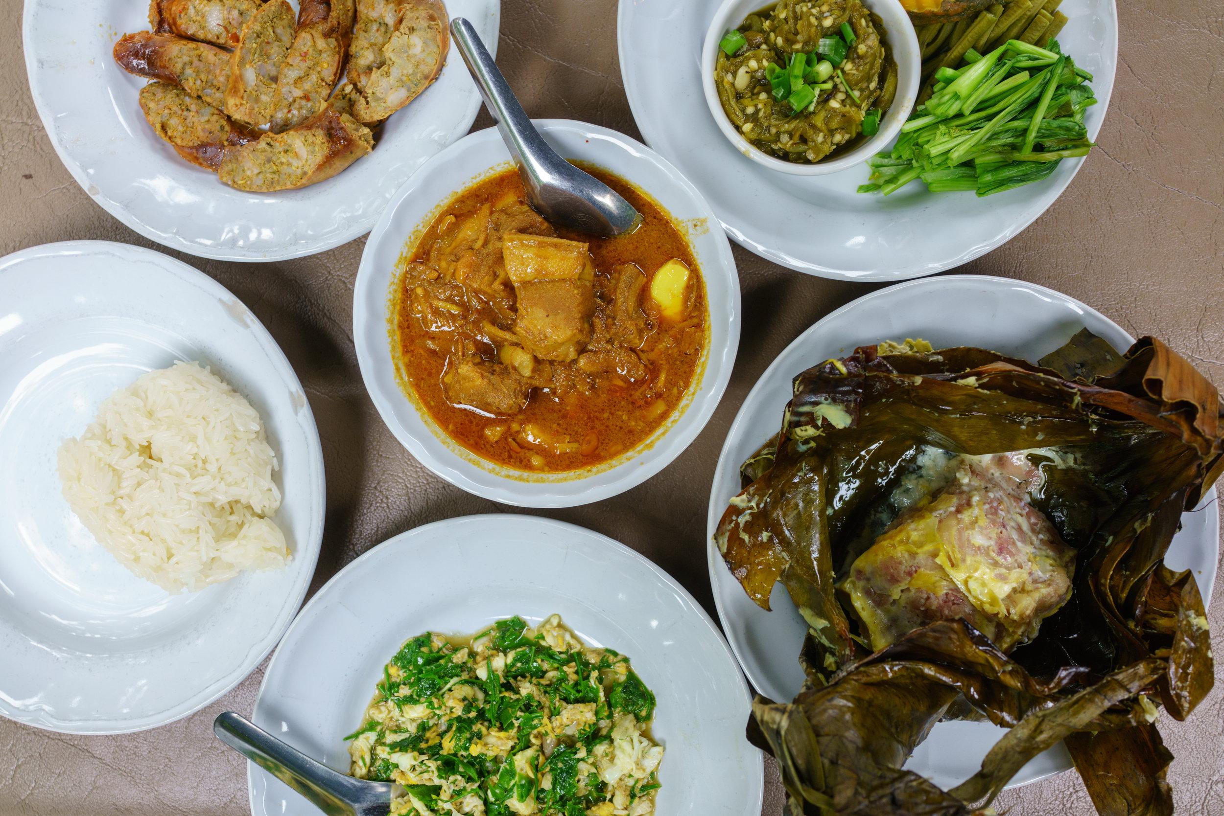 Epic lunch at Tong Tem Toh in Chiang Mai. Kaeng Hang Lay , center.