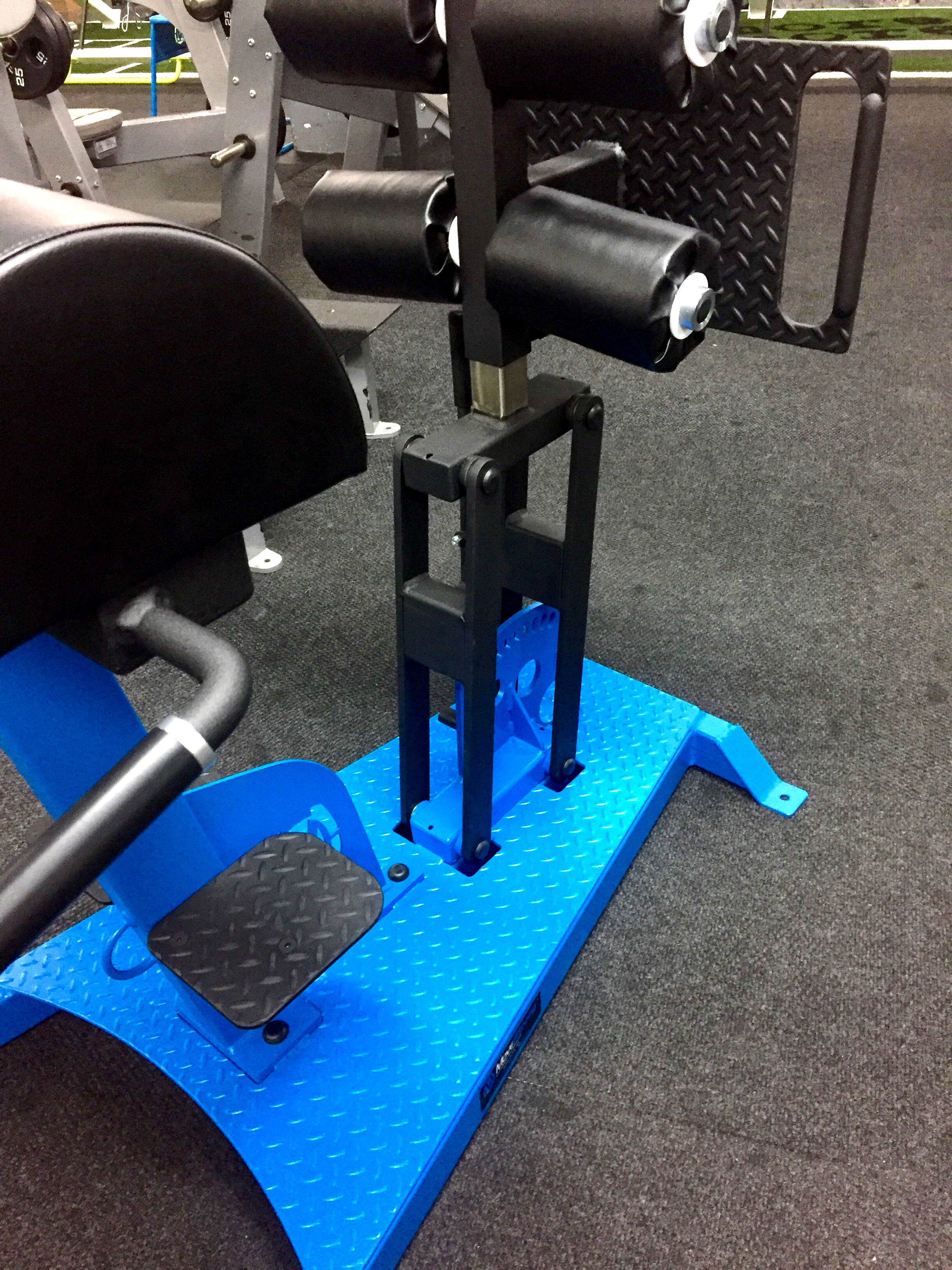 Pull lever with swing design