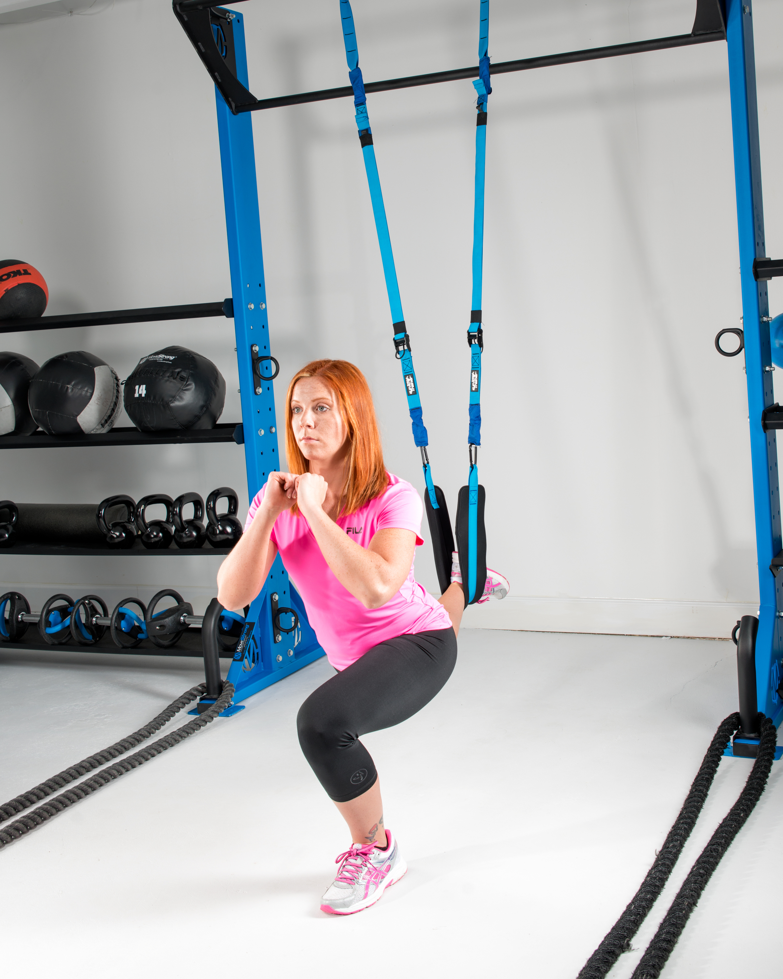 Single leg squat suspended