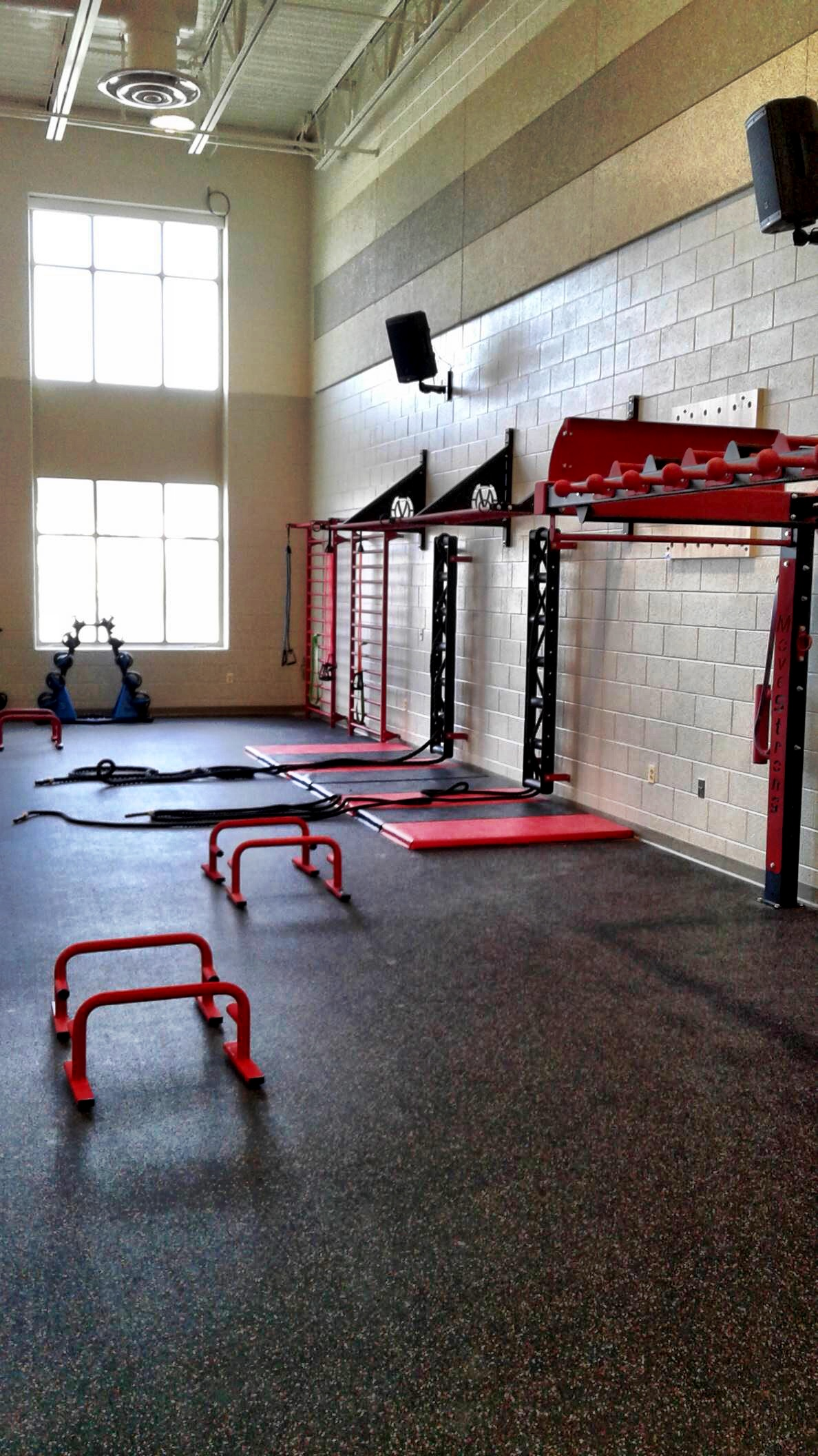 Bodyweight training with MoveStrong M3Bars