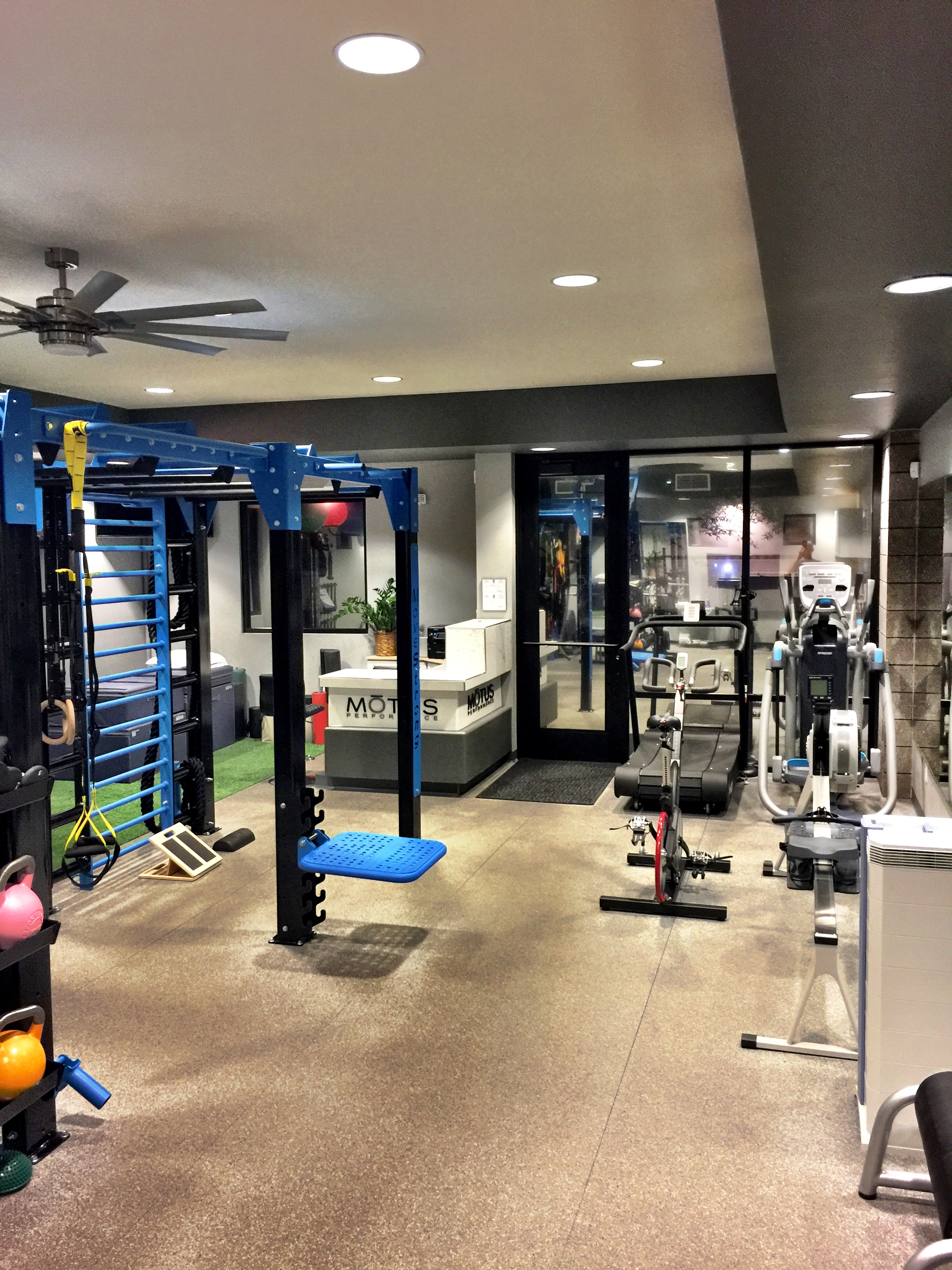 Narrow space ideal for MoveStrong customizable model