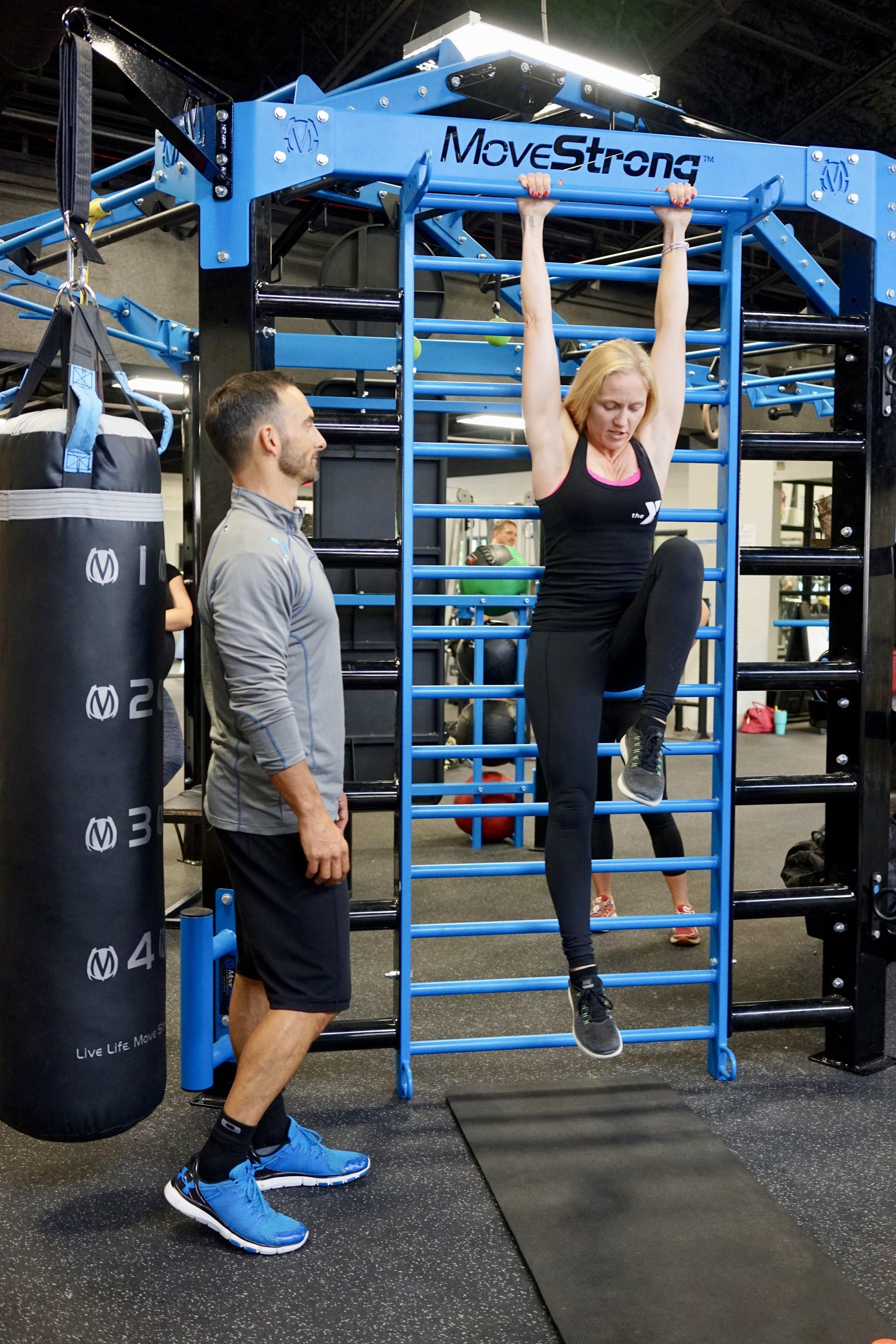 Hanging knee raises Stall Bars