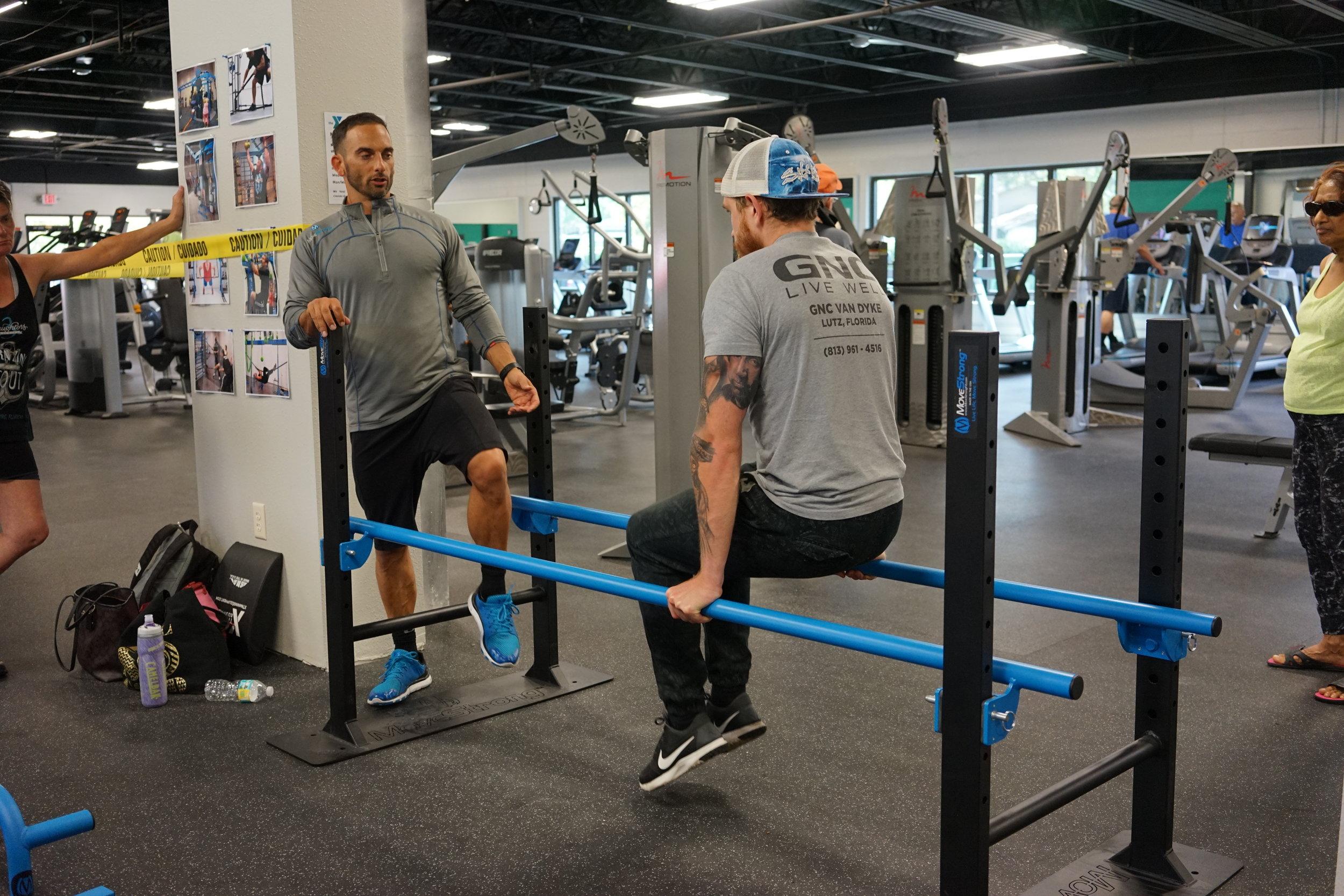 Parallel bars knee ups