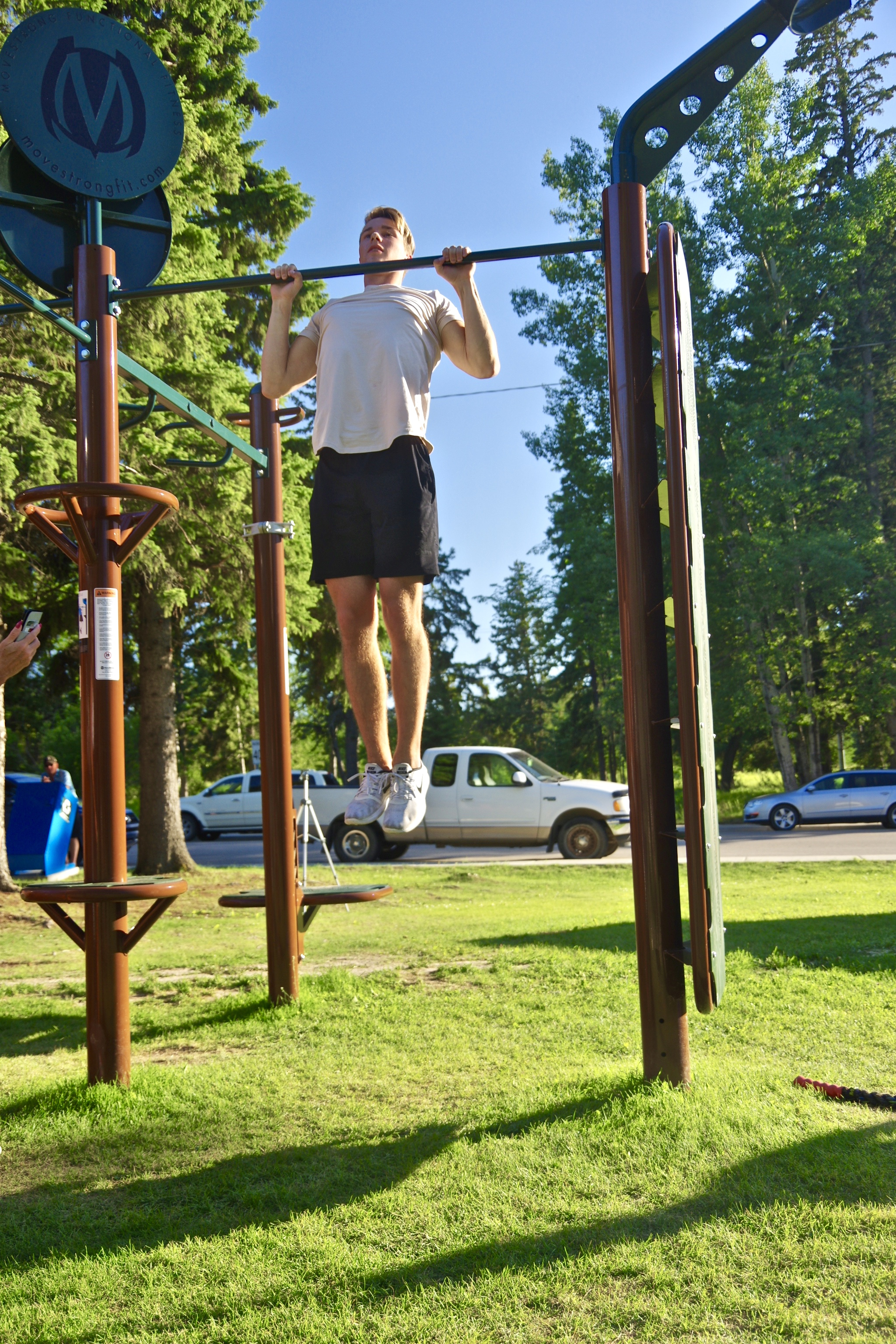 Pull-up bar for outdoor use