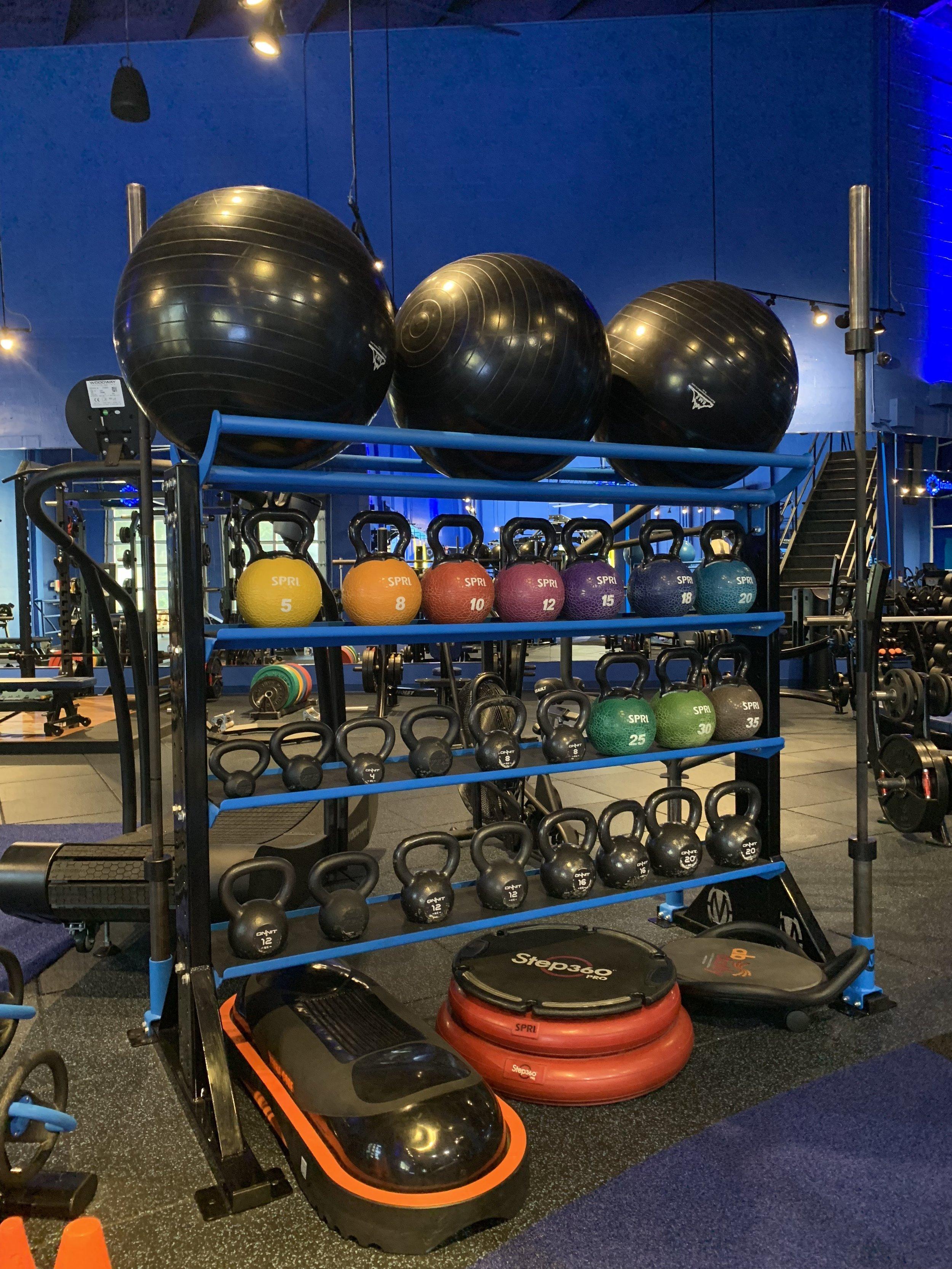 Fitness gym storage rack for studio
