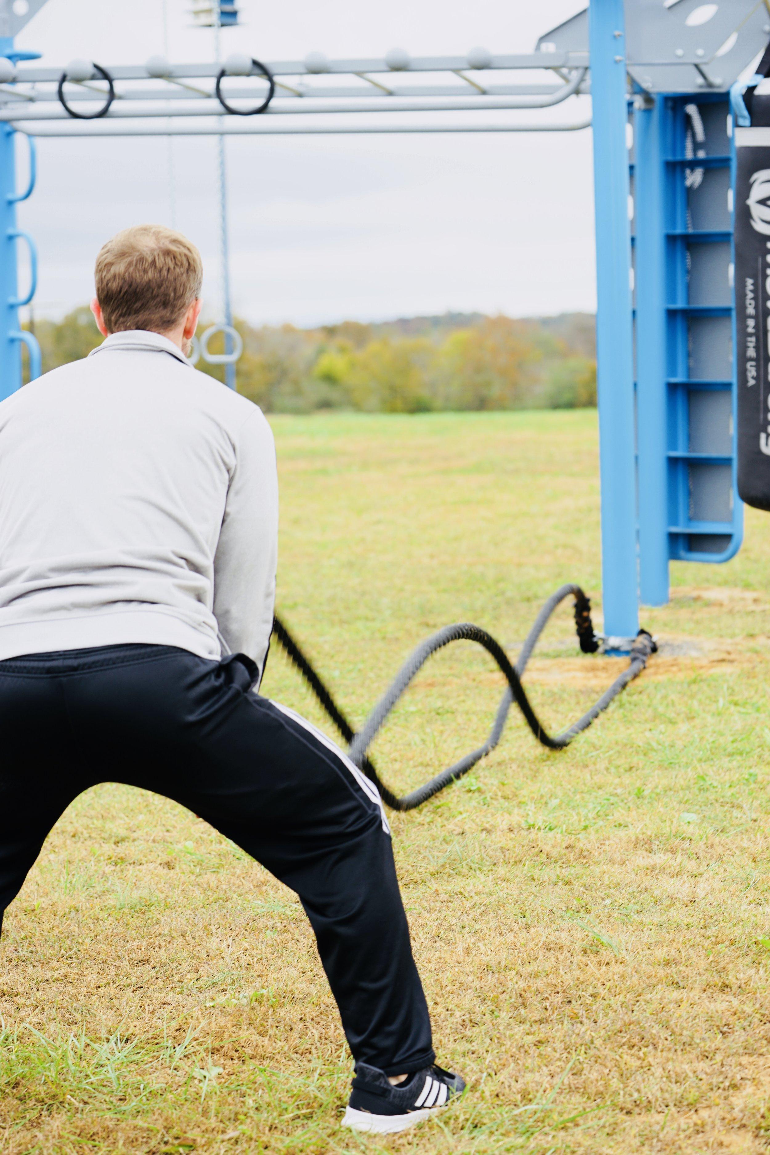 Outdoor power battle rope