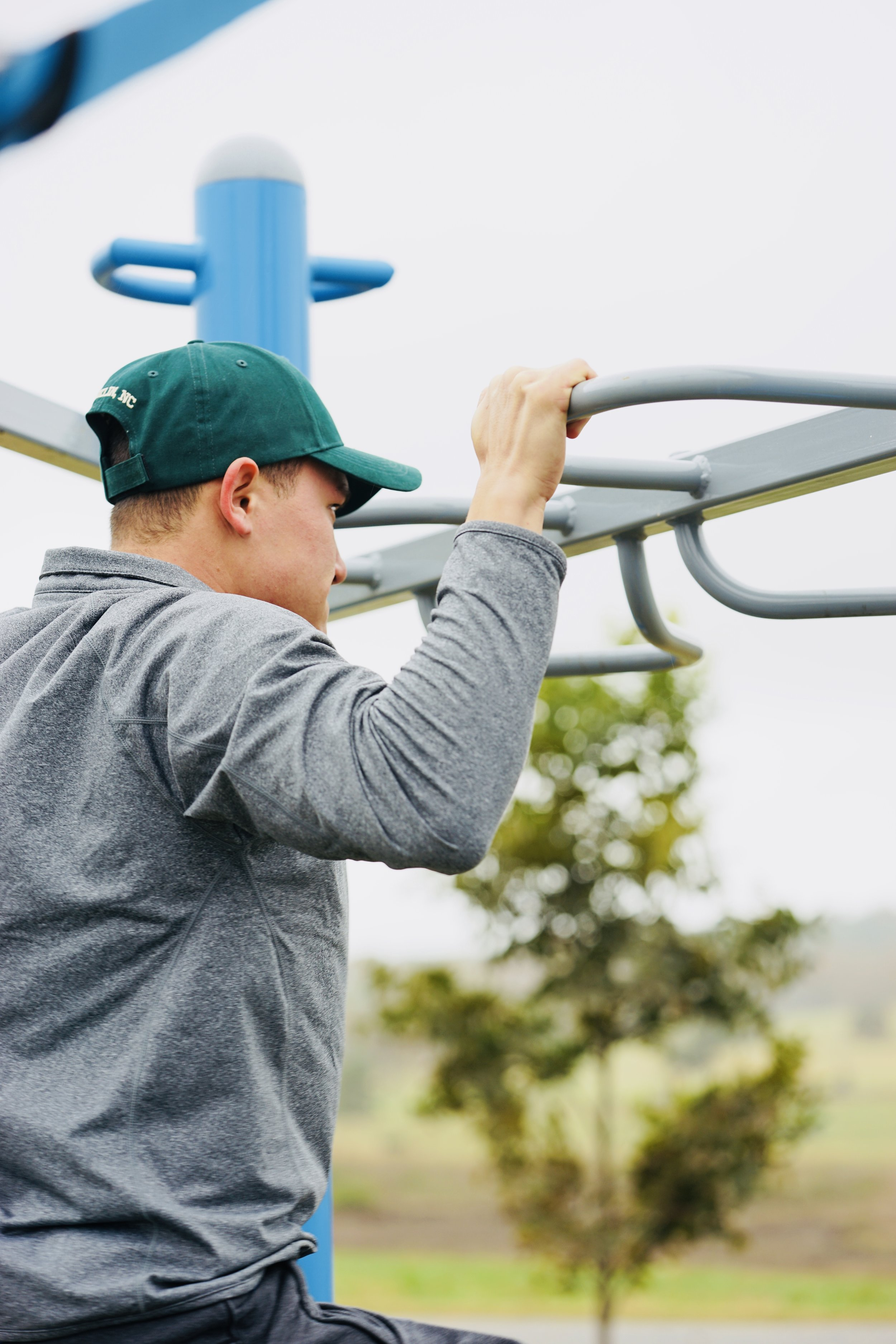 Outdoor Fitnes bodyweight pull-up bar