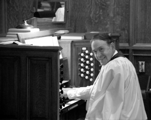 Thomas Murray at the organ console.  To learn more about Prof. Murray's style, see the  videos below  by the Yale  Institute of Sacred Music.