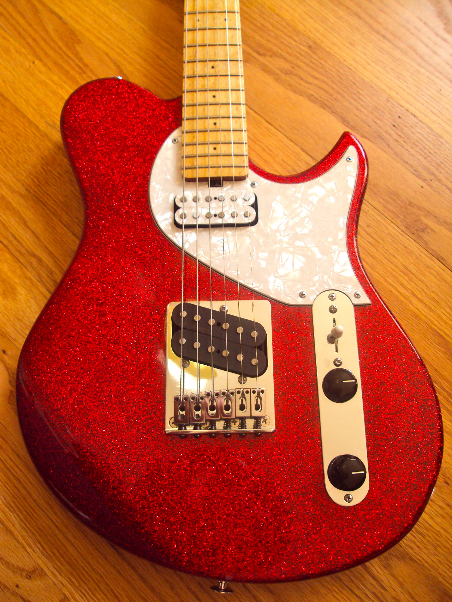 This red sparkle Speedster features Rio Grande Humbuckers with coil-taps