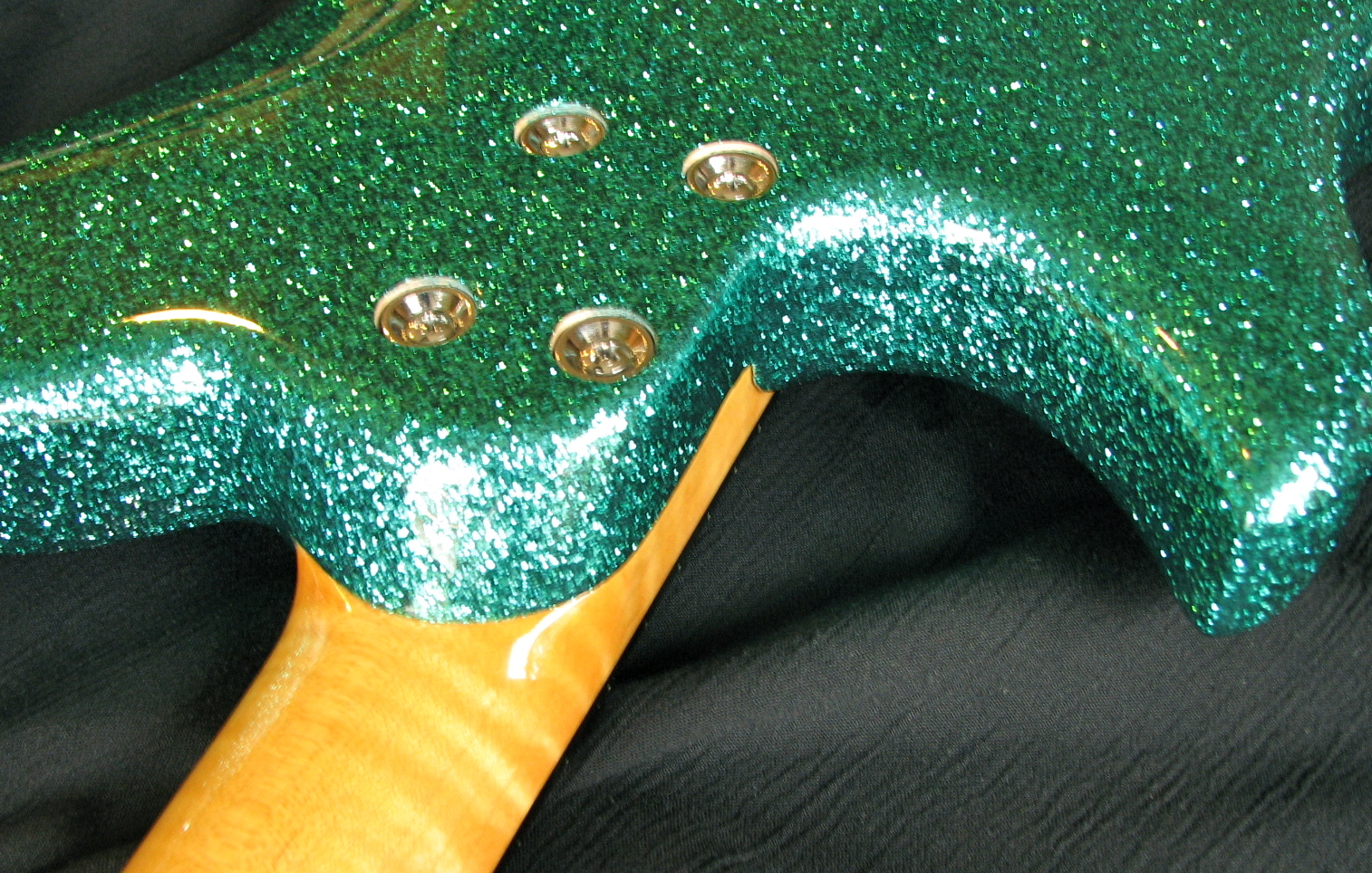 The super-tight neck joint & fully rounded heel make the Speedsters play like butter with sustain like a set-neck guitar