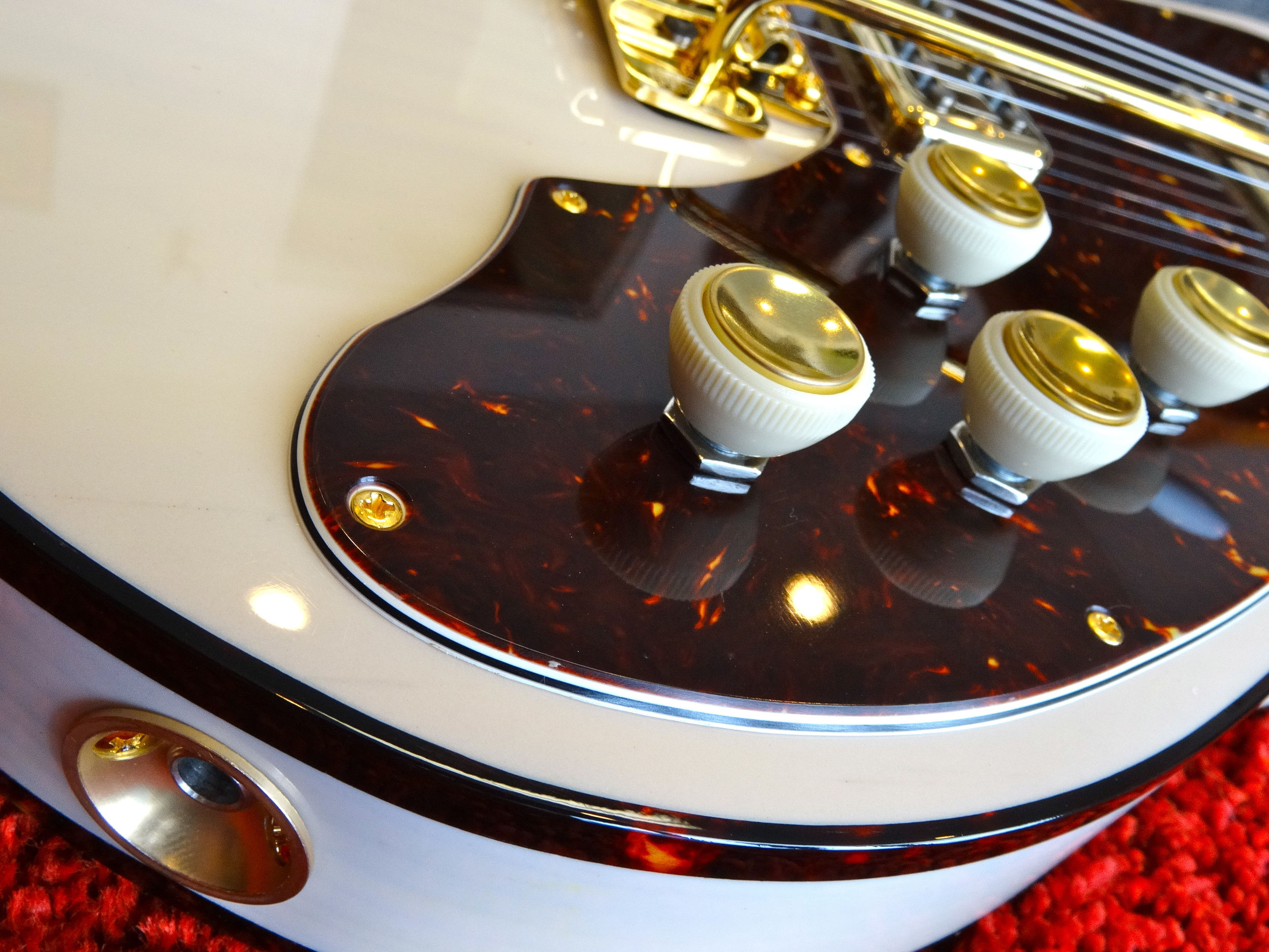 Gotta love those teacup knobs, and check out that gorgeous tortoise binding!