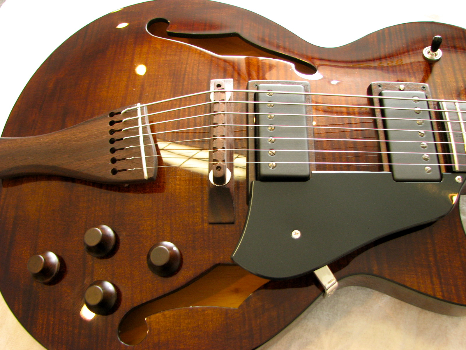 A pair of Seymour Duncan humbuckers flanked by a free-form pickguard