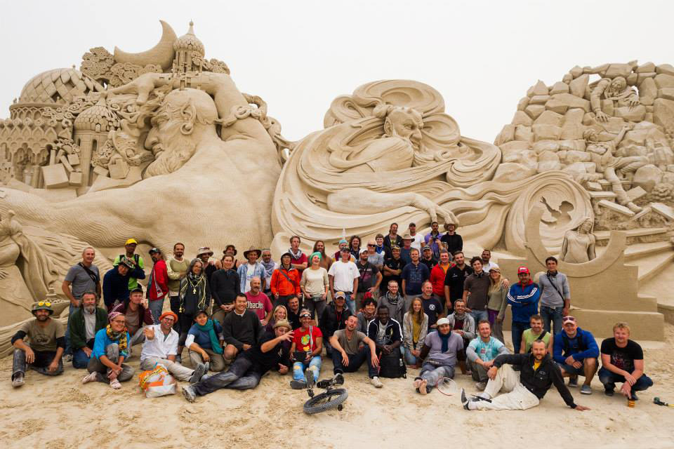 Sculpting Team. World's largest sand sculpture - 30,000 tons - Kuwait City