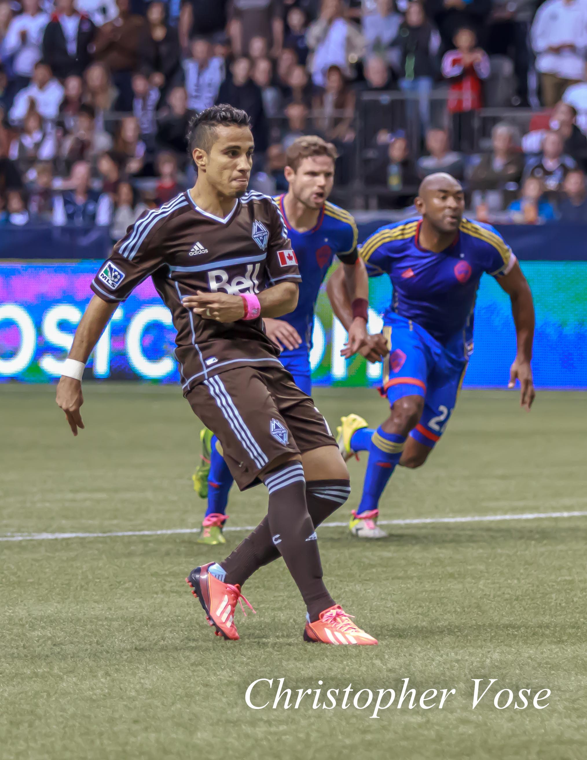 2013-10-27 Camilo Sanvezzo's First Goal (Penalty Kick).jpg