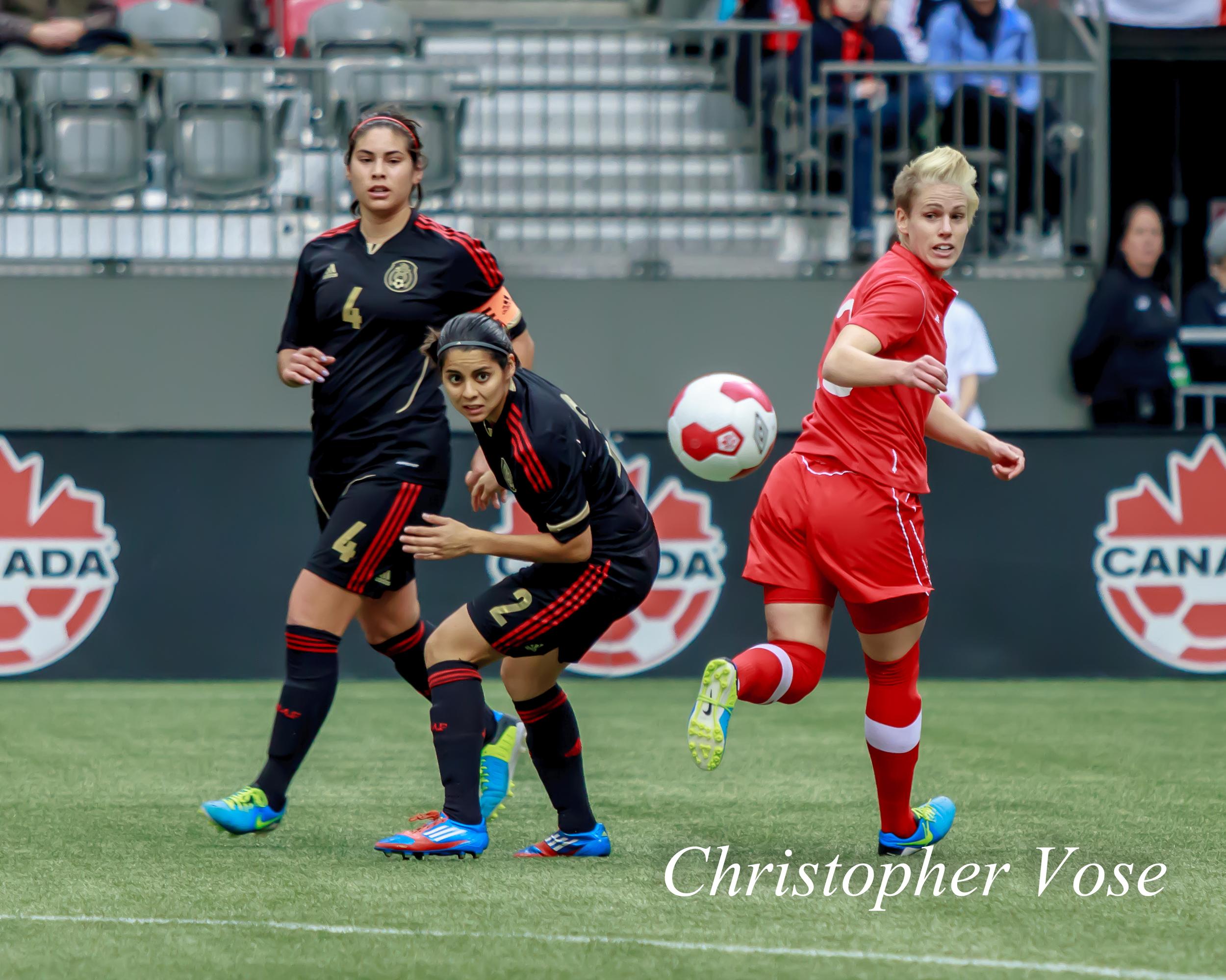2013-11-24 Alina Garciamendez, Kenti Robles, and Sophie Schmidt.jpg
