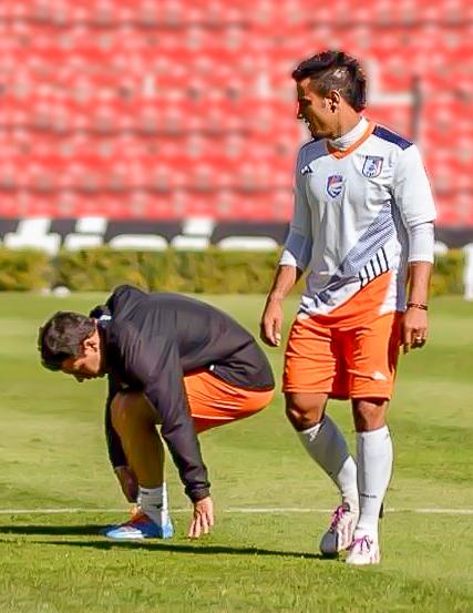 2014-01-09 UNKNOWN and Camilo Sanvezzo by Querétaro FC.jpg