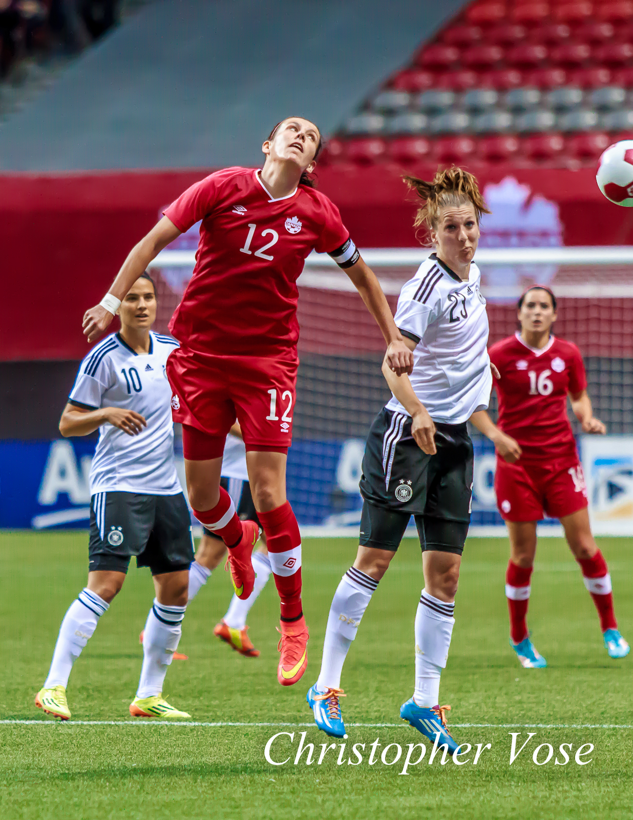 2014-06-18 Christine Sinclair and Verena Faißt.jpg