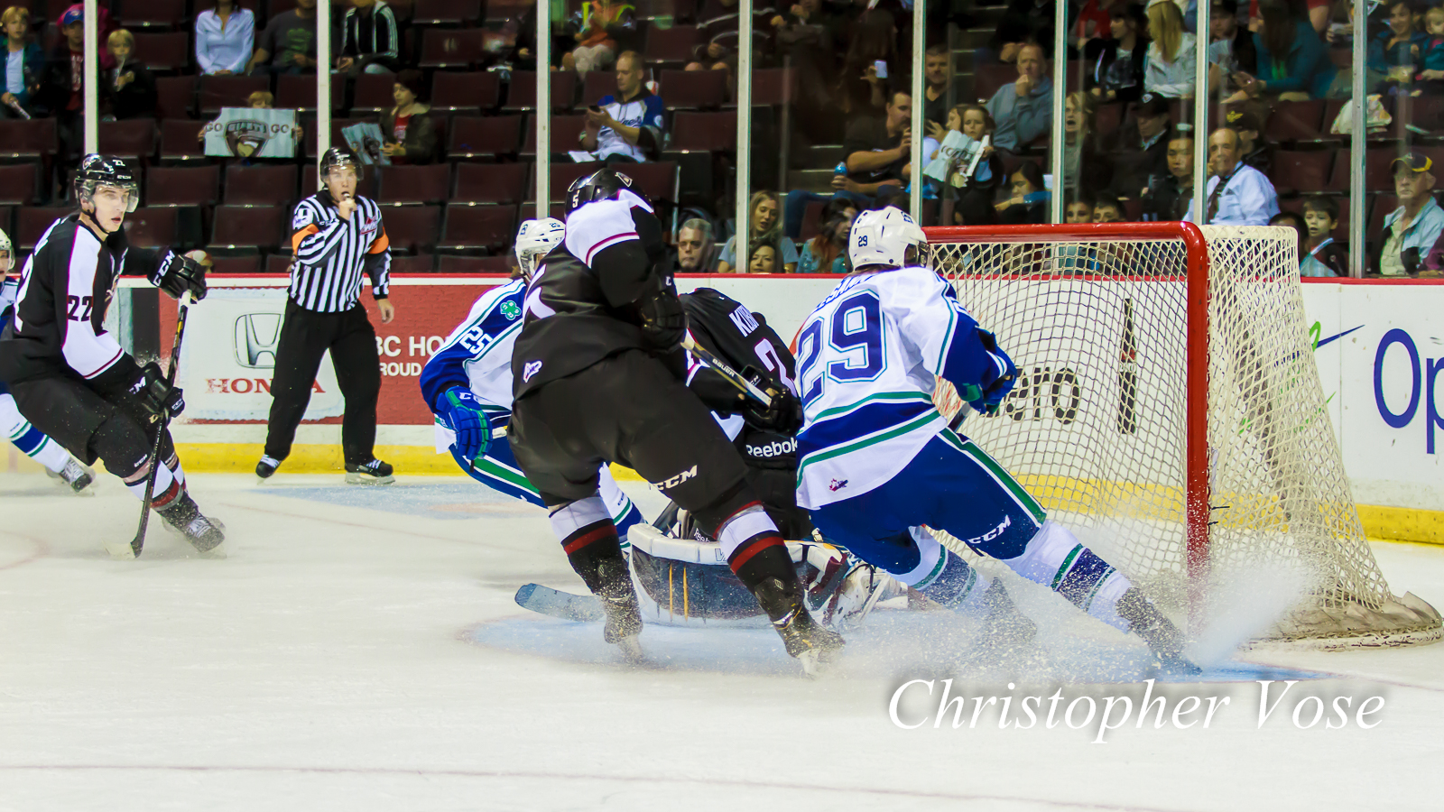 2014-10-03 Vancouver Giants v Swift Current Broncos.jpg