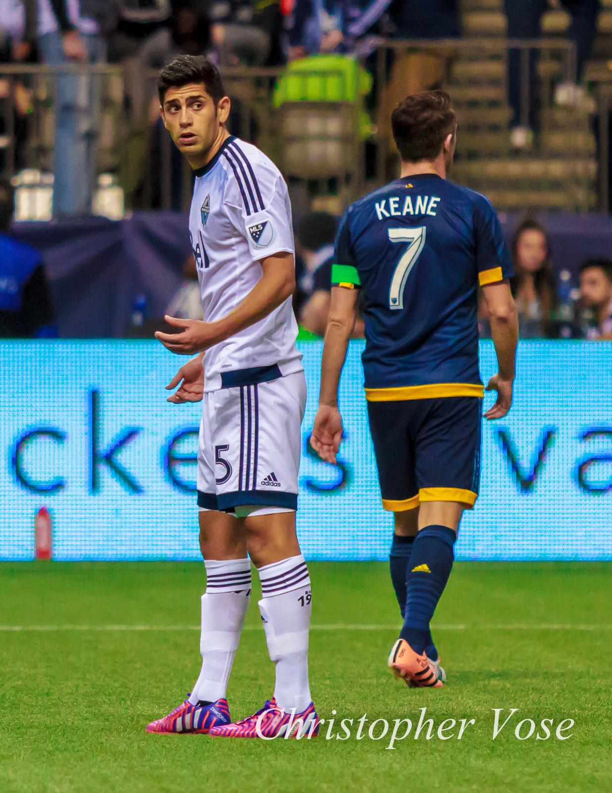 2015-04-04 Matías Laba and Robbie Keane.jpg
