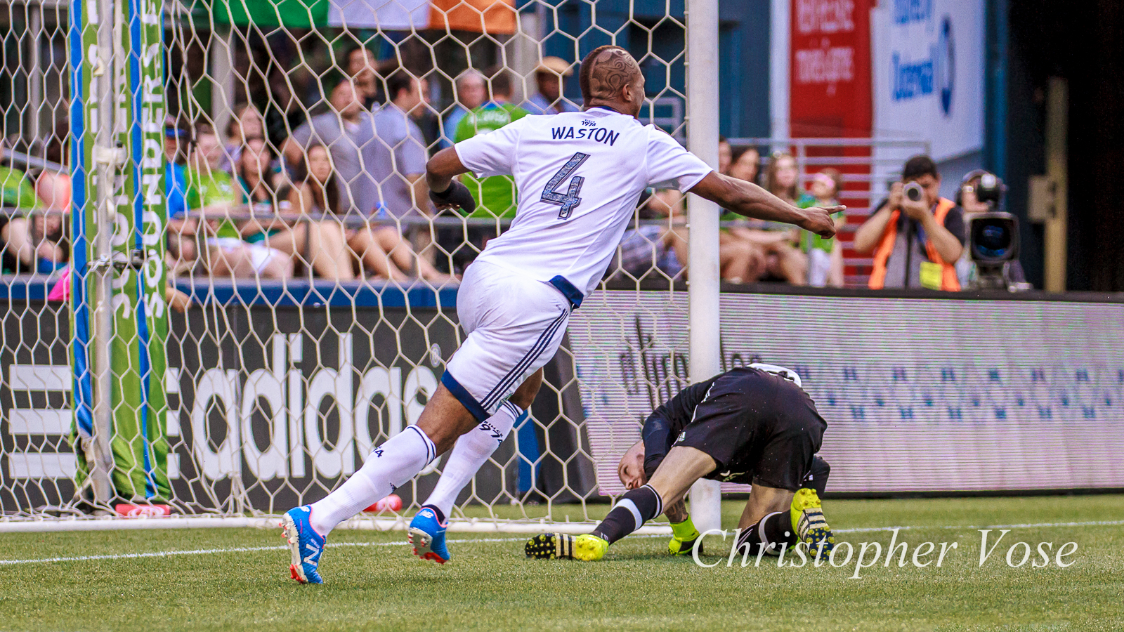 2015-08-01 Kendall Waston Goal Reaction (Kah's second).jpg